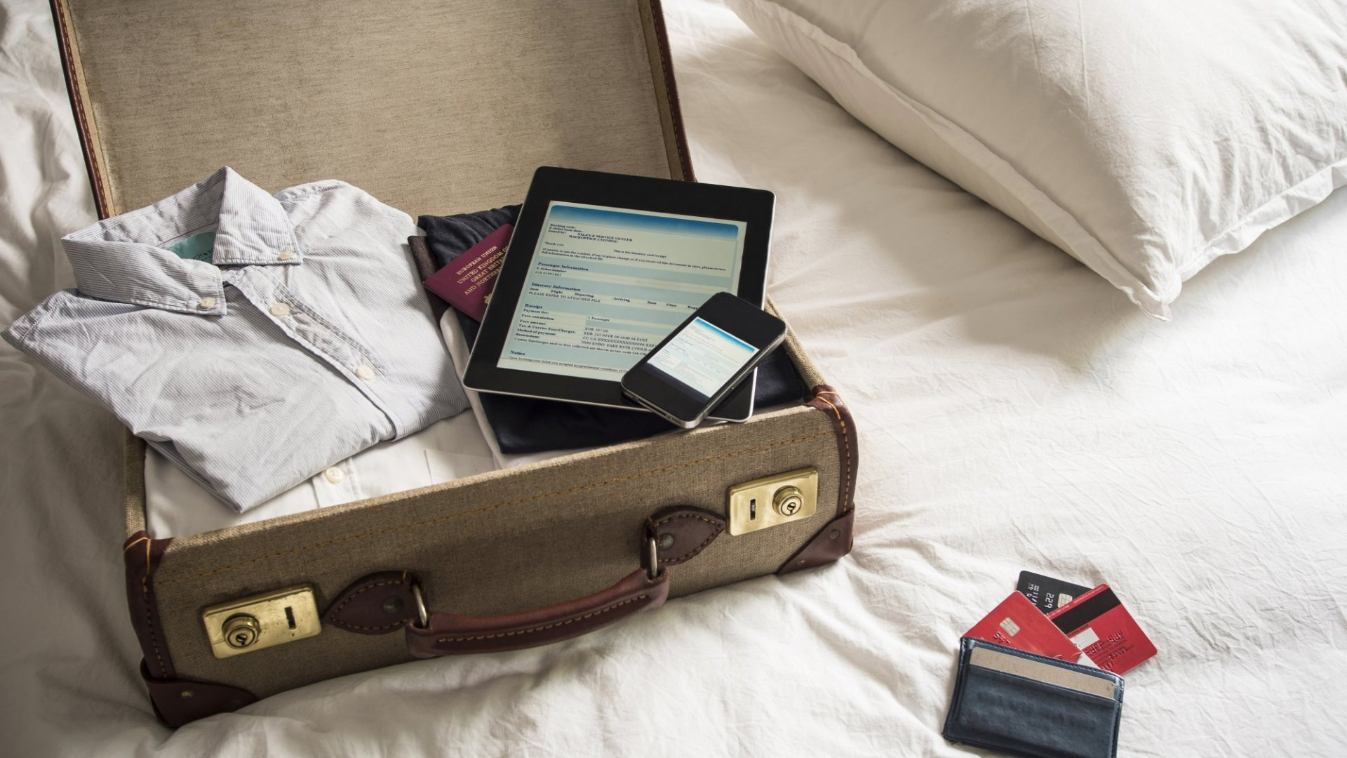 16 Things You Must Do Before Traveling If You Want to Stay Cyber-Secure