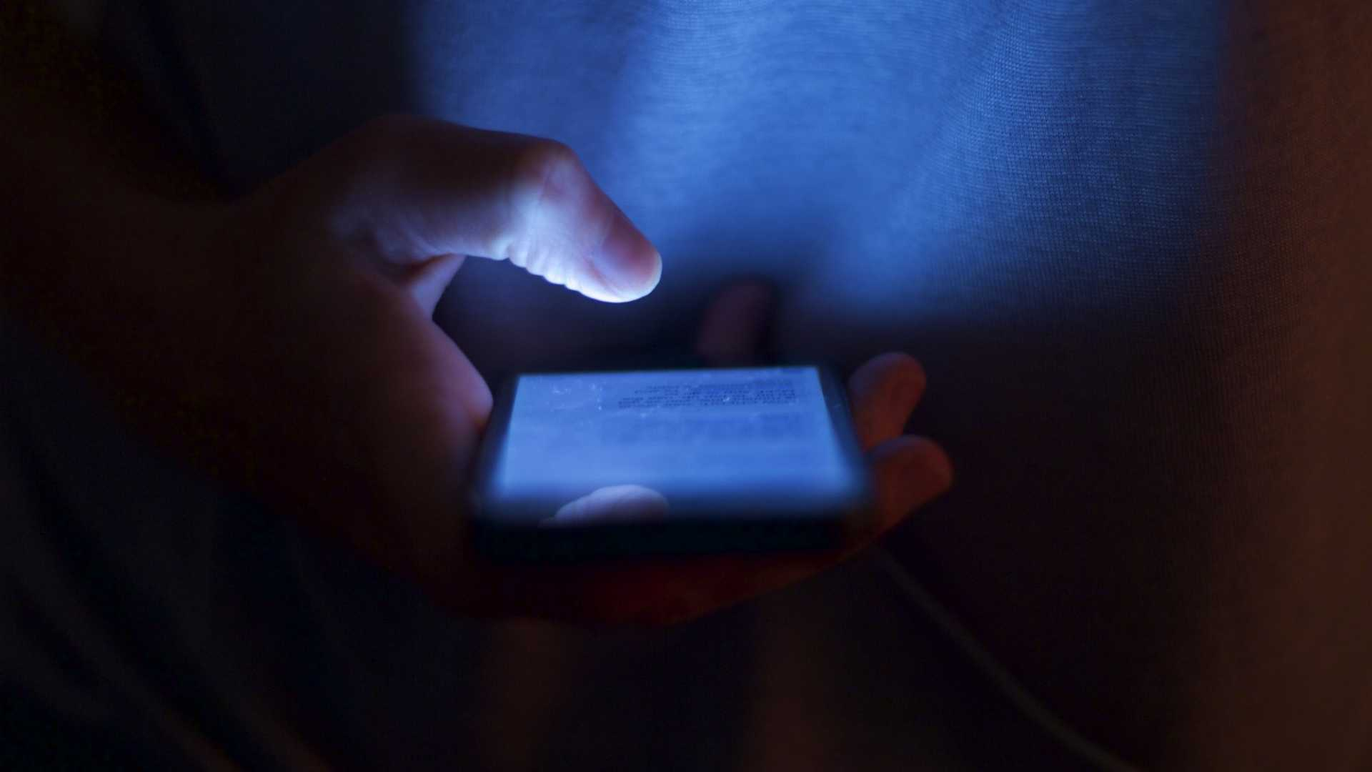 How to Get Colleagues to Stop Texting After Hours
