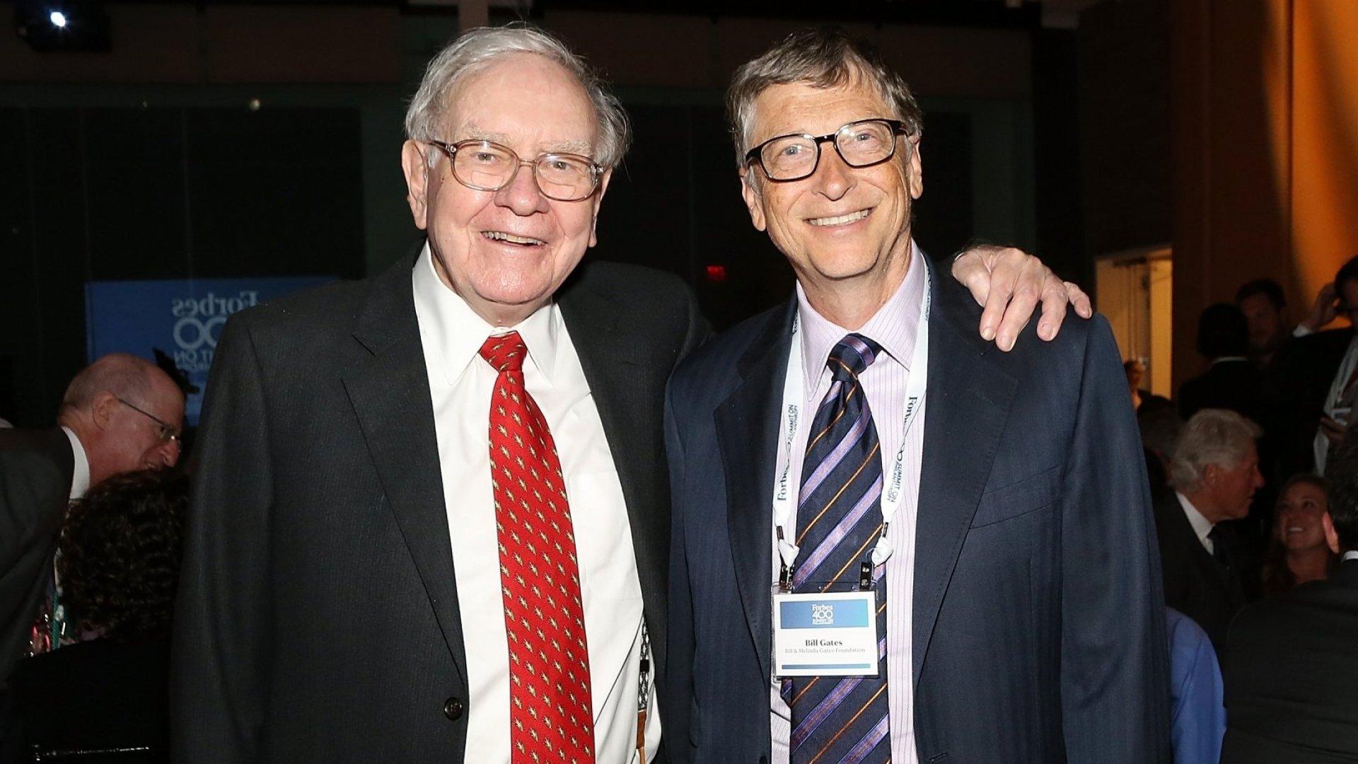 Warren Buffett (L) and Bill Gates