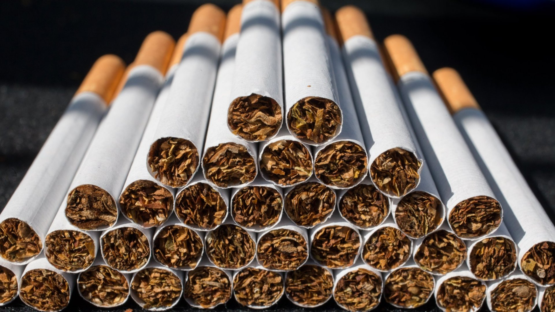 How to Handle and Help Employees Who Smoke (and Those Who Don't)