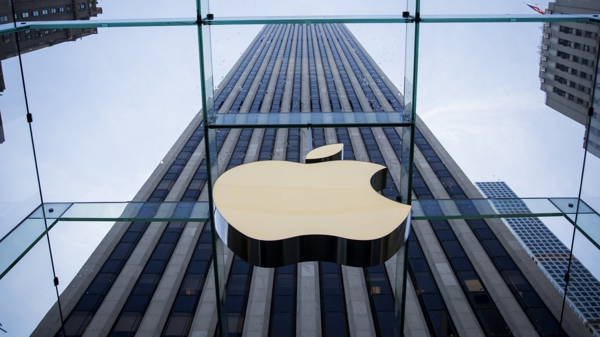 Apple Just Reported the Largest Corporate Profit Ever for These 3 Reasons