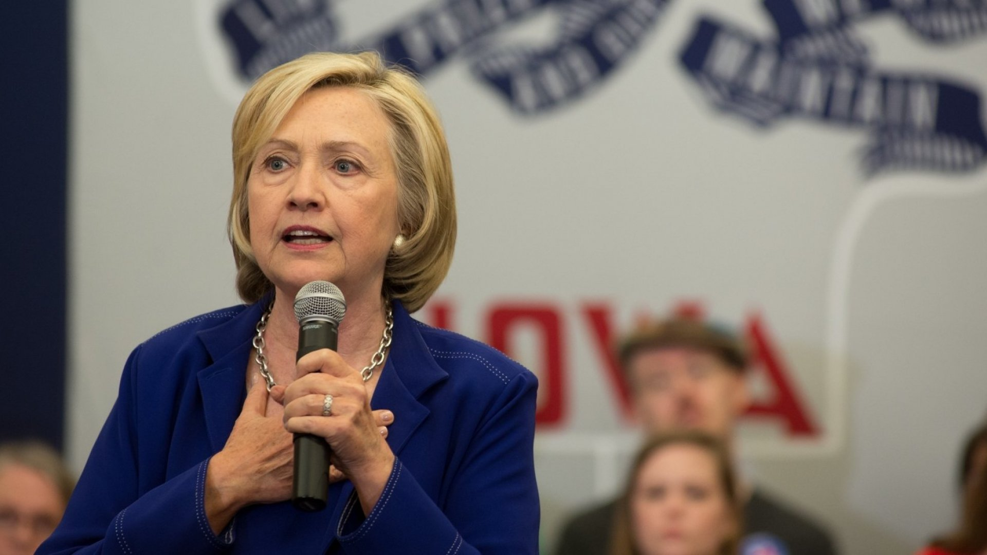 Clinton to Make Boosting Wages Central to Her Economic Plan