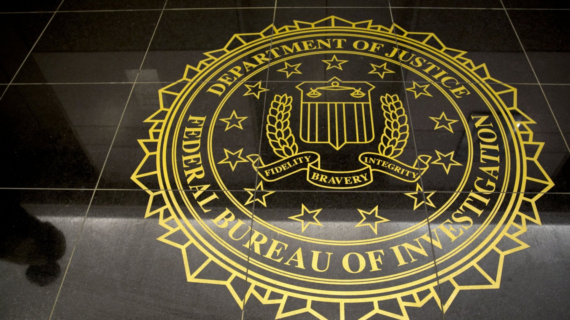 A Former FBI Agent Reveals 3 Techniques to Detect Deception