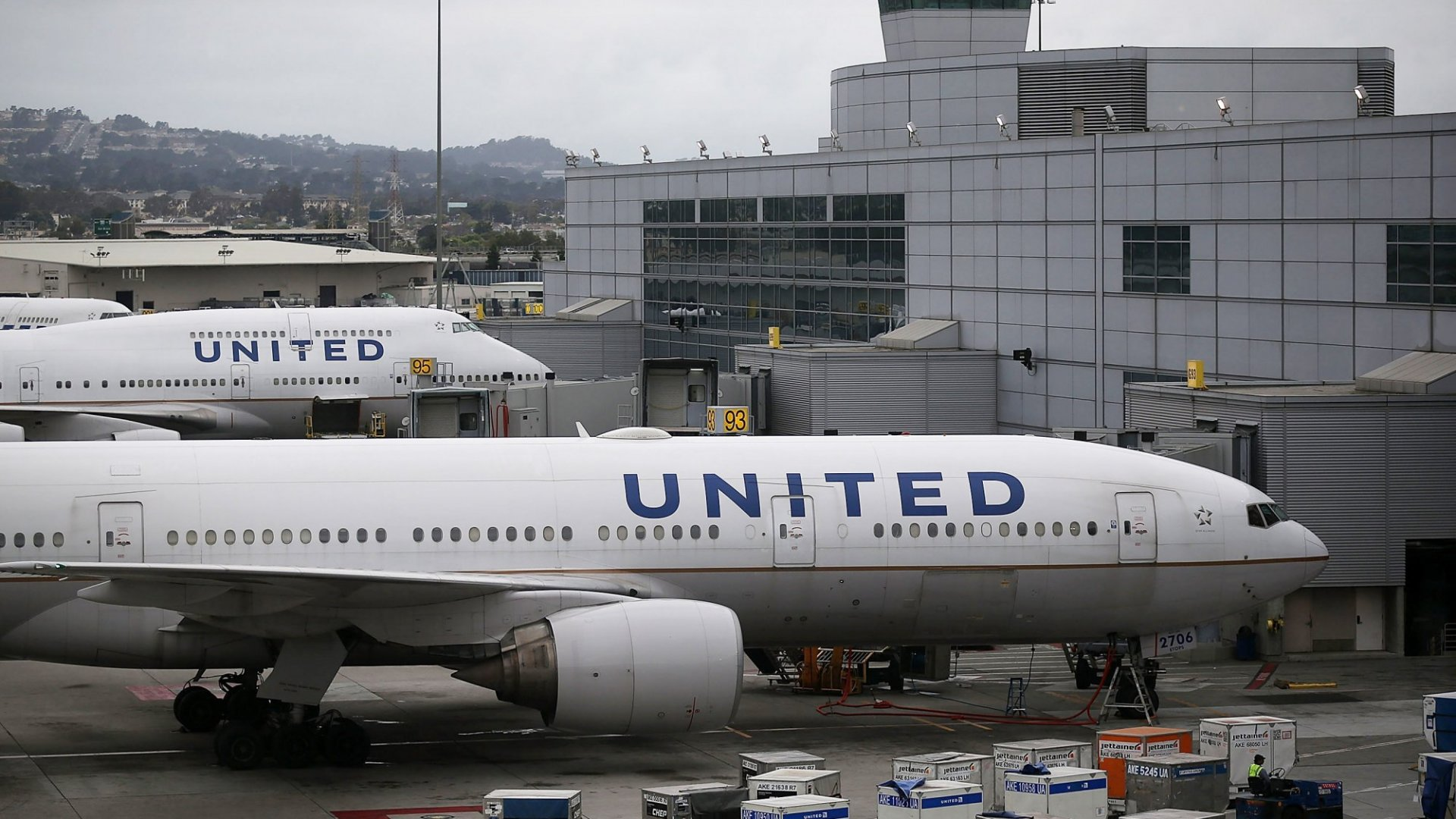 United Airlines Flight Attendants Just Revealed an Extraordinary Plan That Would Really Inconvenience People. (Let's Hope They Don't Have to Do It)