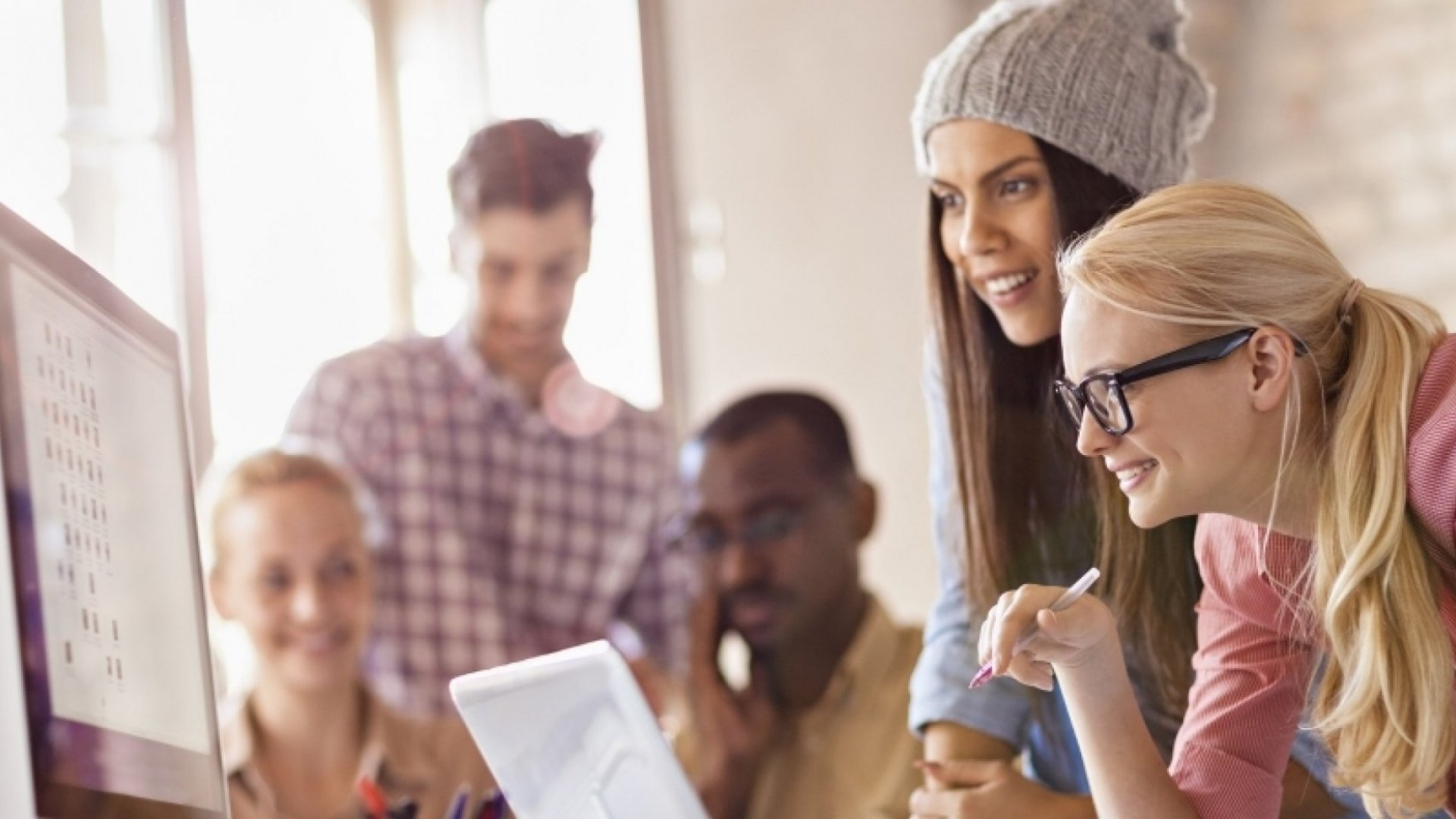 5 Ways to Promote Female Camaraderie at Work