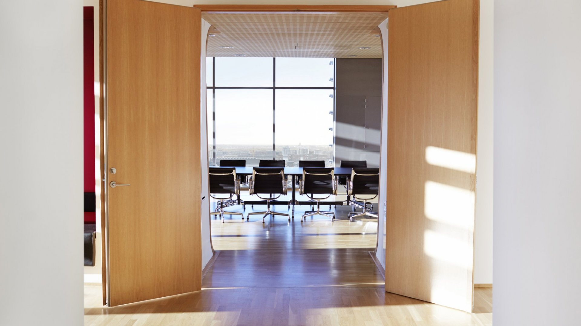 Want an Effective Office Layout With a Great Worker Experience? Choose This