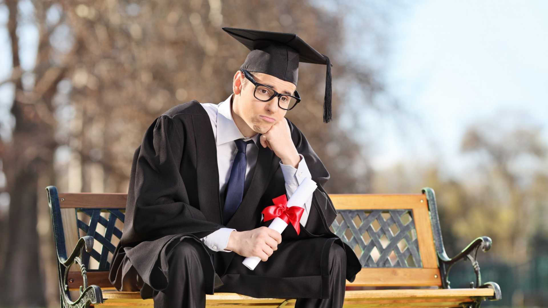 Please Don't Give This Outdated Job Search Advice to New Grads