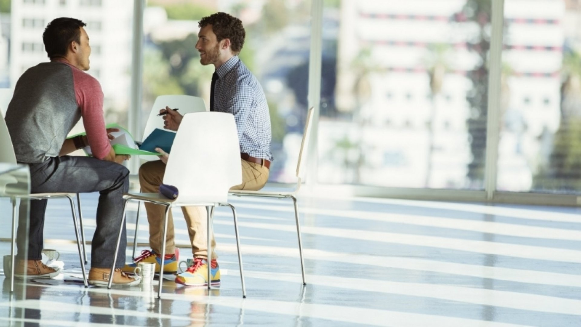 8 Brilliant Ways to Make an Awkward Conversation More Comfortable