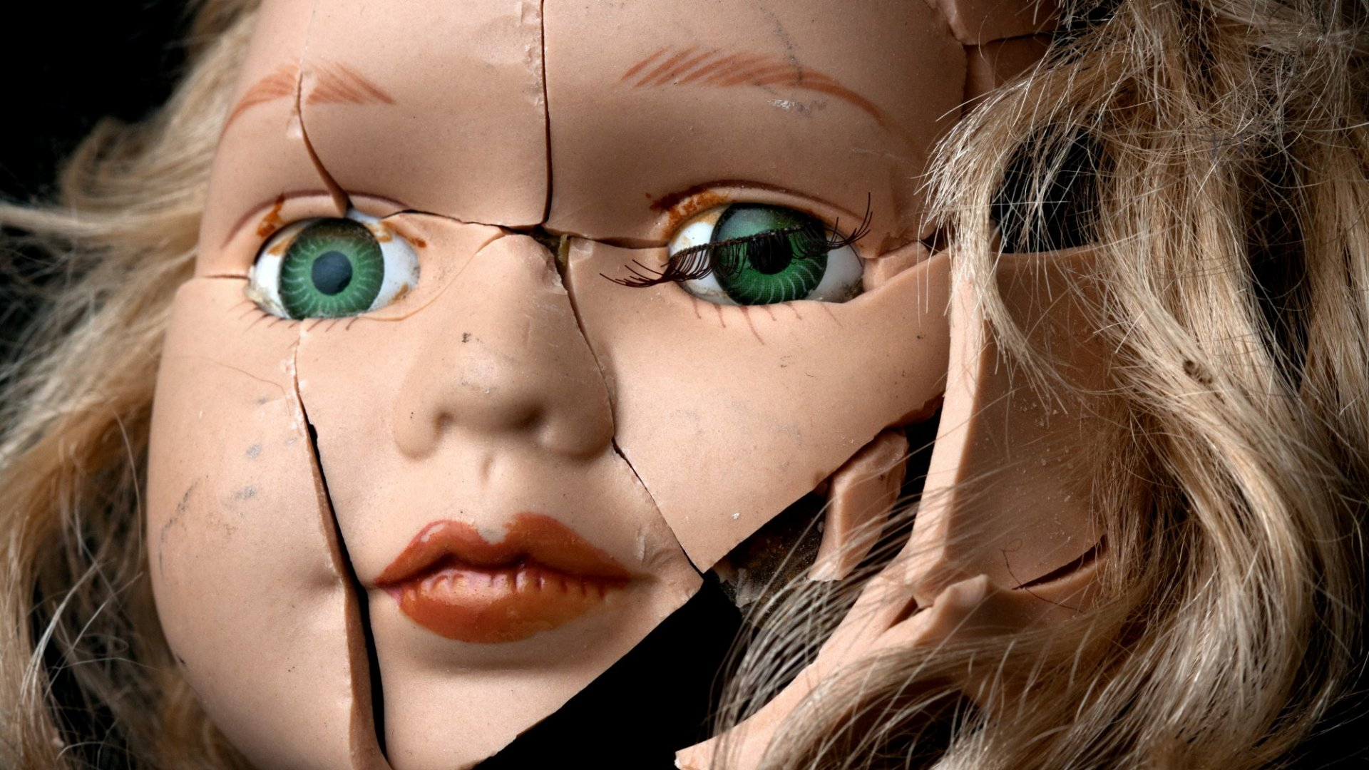 Parents Ordered By Government To Destroy Doll That Can Spy On Children and Adults