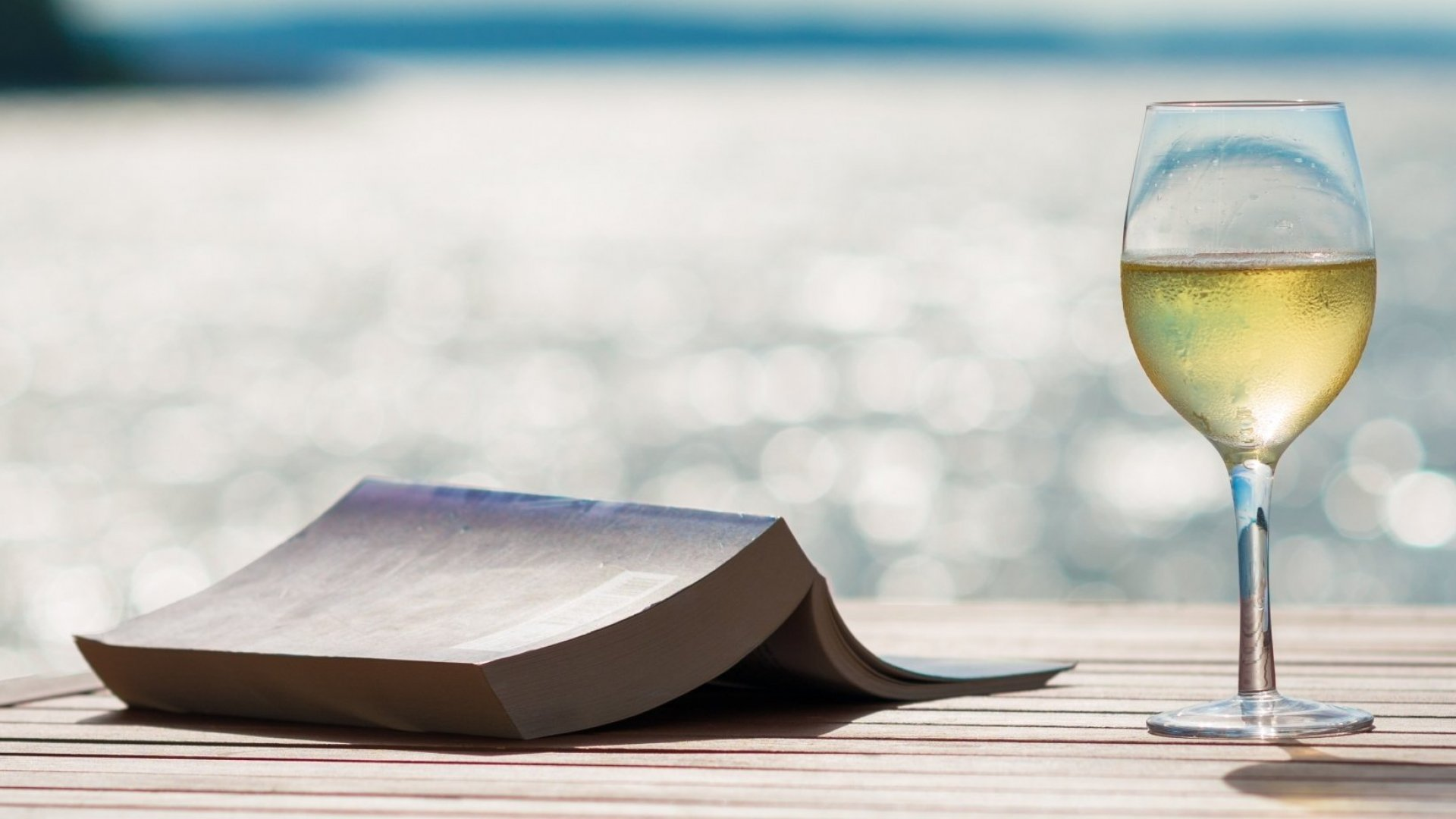 5 Business Thrillers to Read on the Beach This Summer