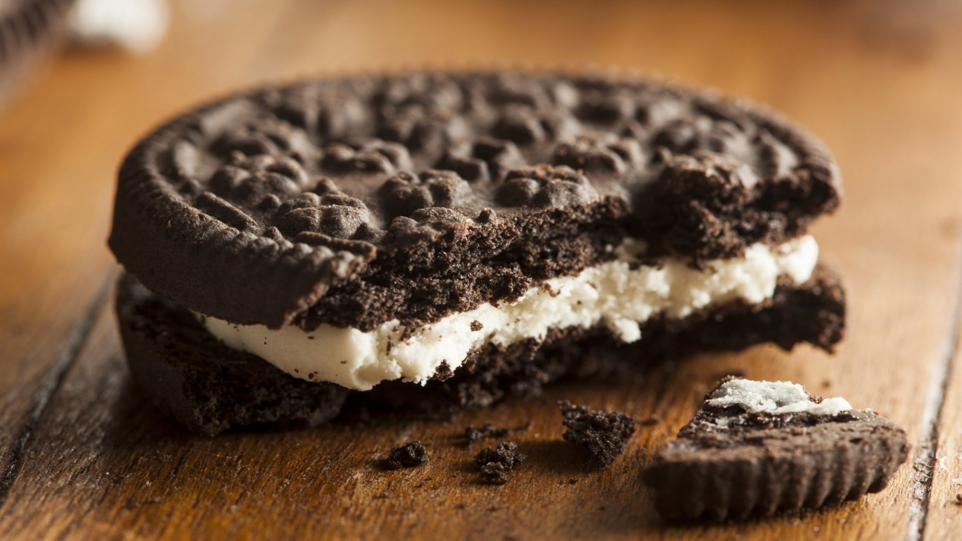 Oreos Pulls a Genius Social Media Move by Freaking People Out