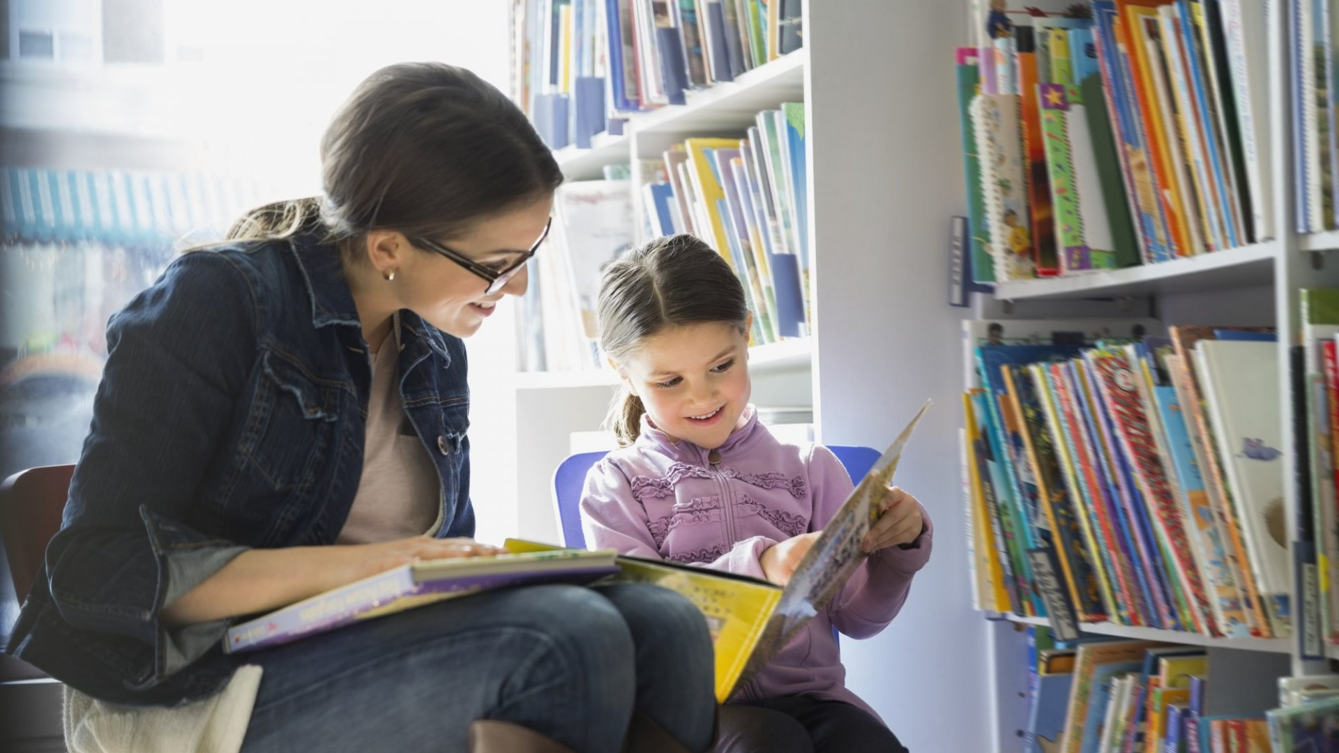 Want to Raise Successful Kids? Neuroscience Says Read to Them Like This (but Most Parents Don't)