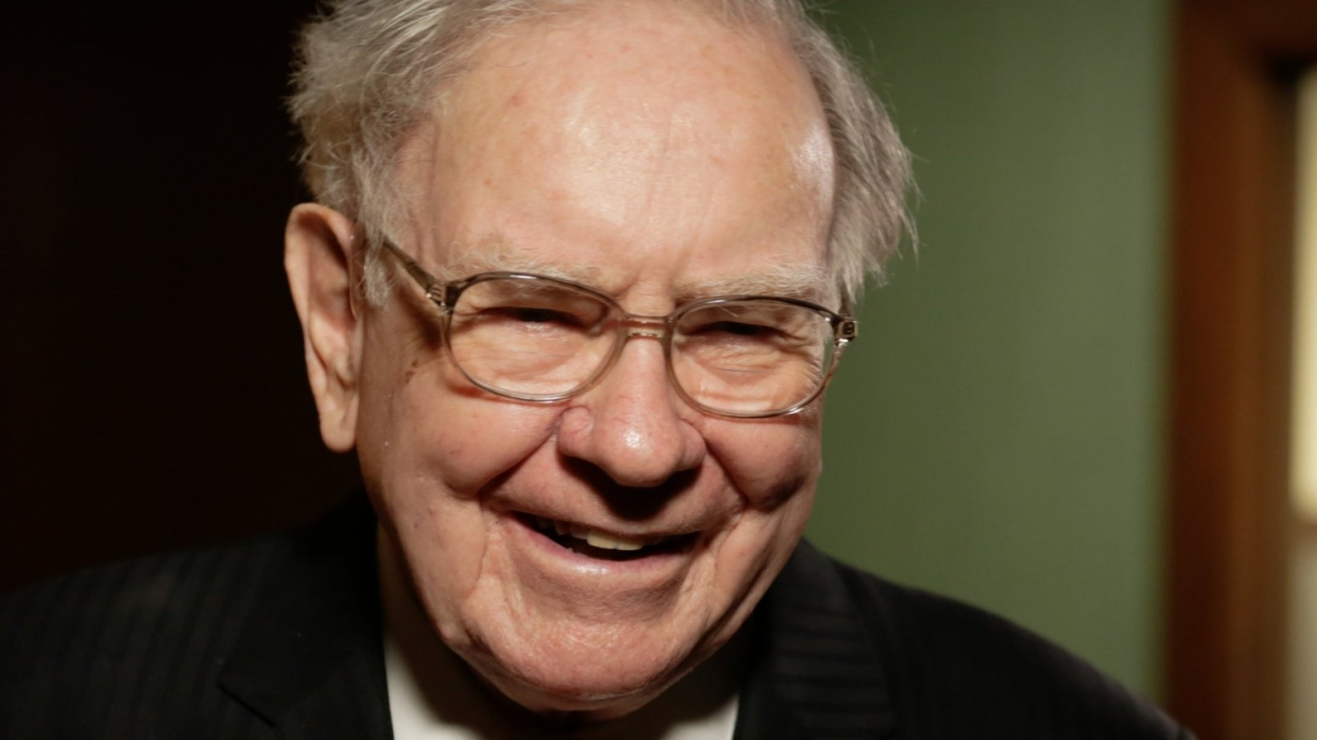 Warren Buffett Says This Is the Best Birthday Gift (That Money Can't Buy)