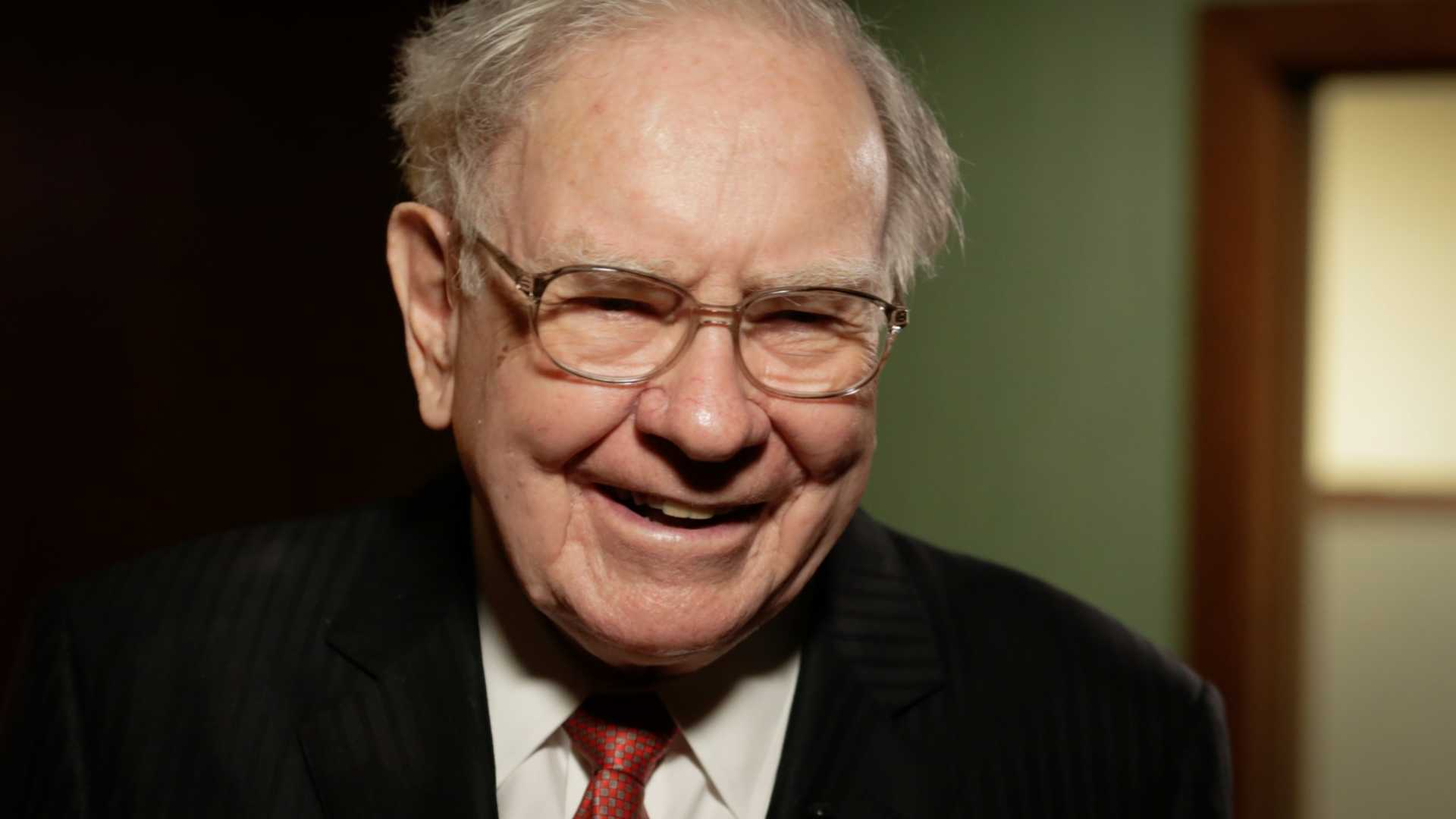 Warren Buffett Is Infinitely Successful Because He Knows This One Thing About Himself