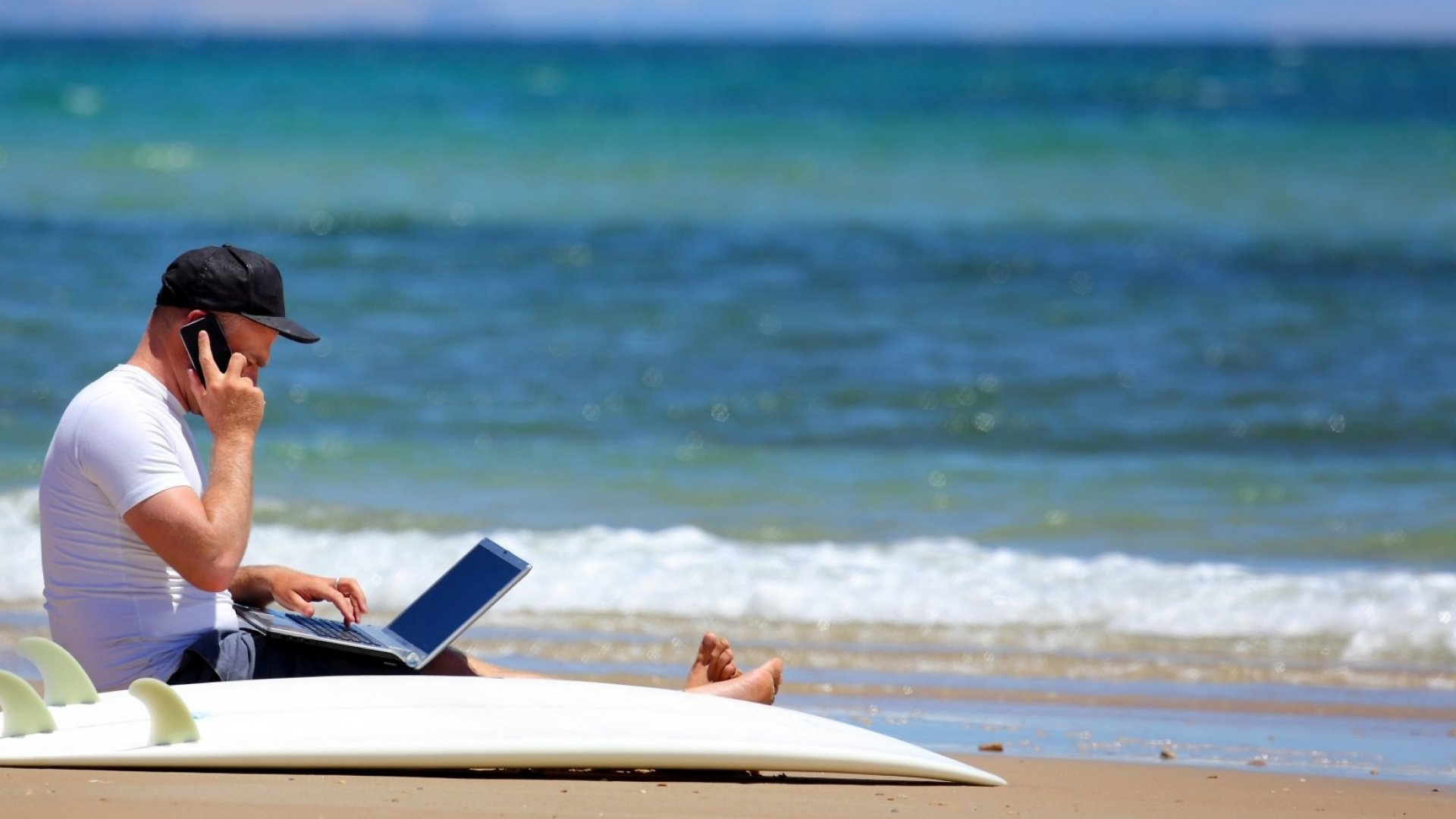 Want a Memorable Summer Vacation? Leave Your Work at Home, Study Says