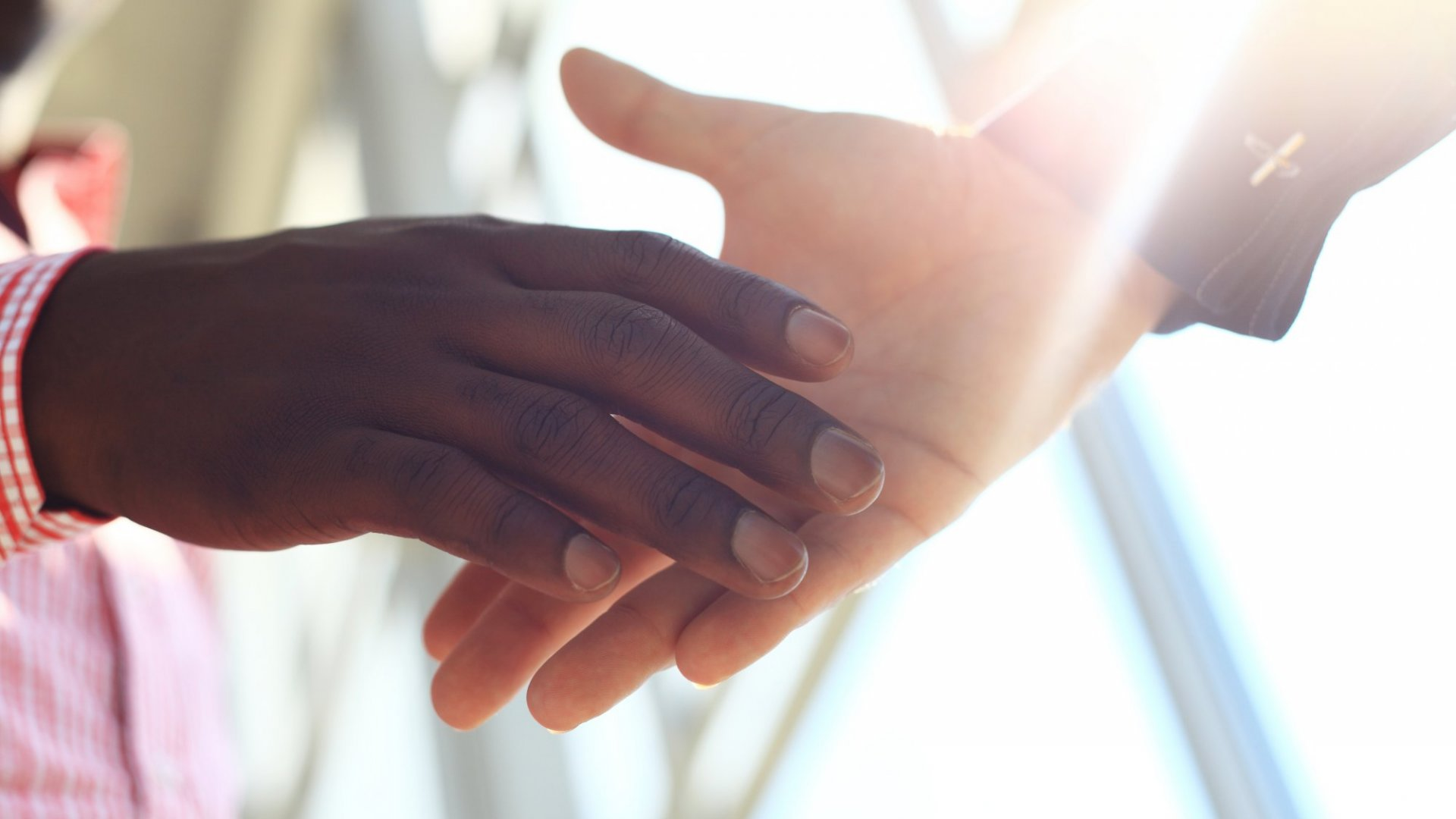 6 Simple and Powerful Body Language Tips to Increase Trust