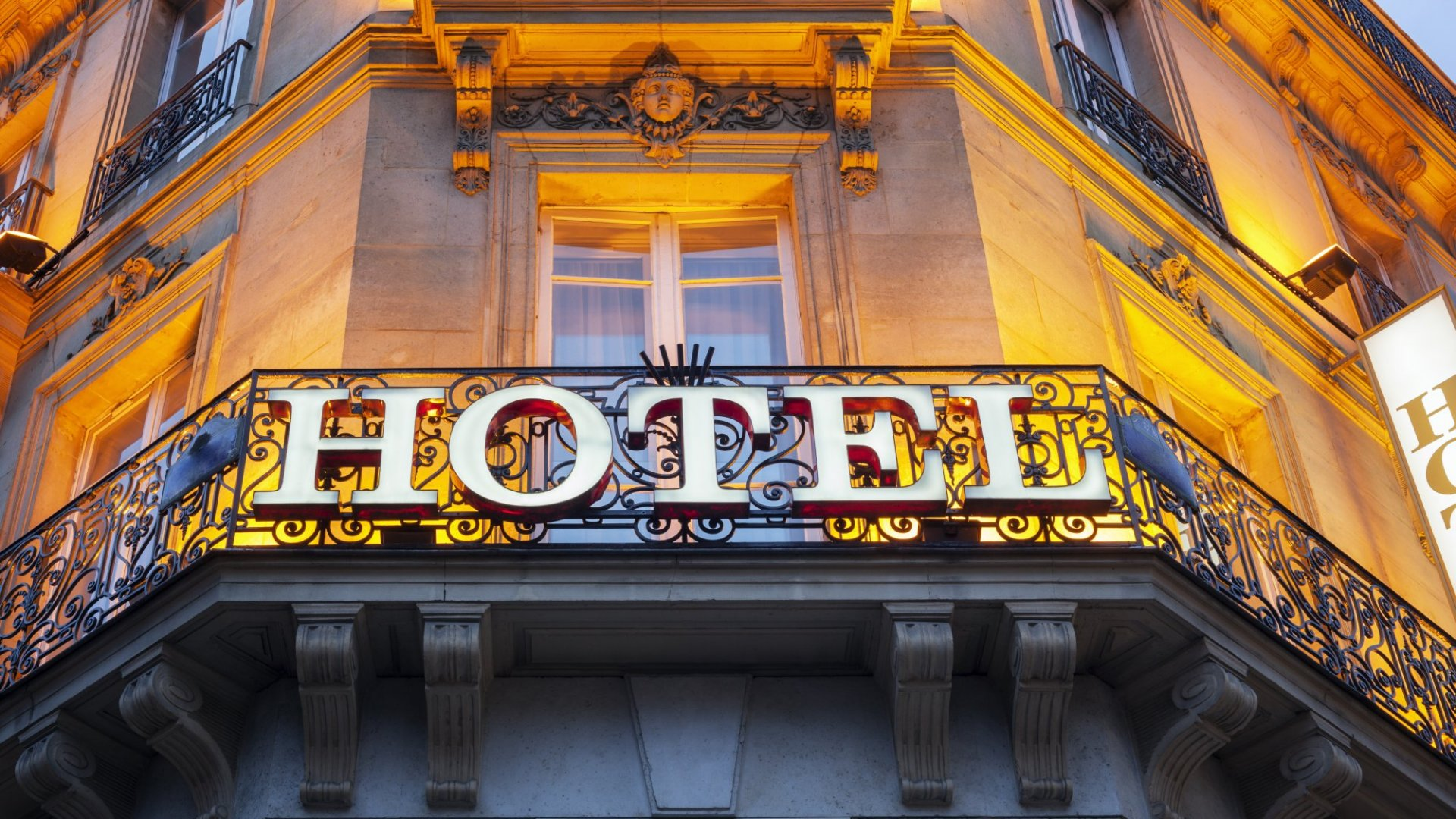 The Worst Room at a 5 Star Hotel Vs. The Best Suite at a 3 Star Hotel: Where Should I Stay?