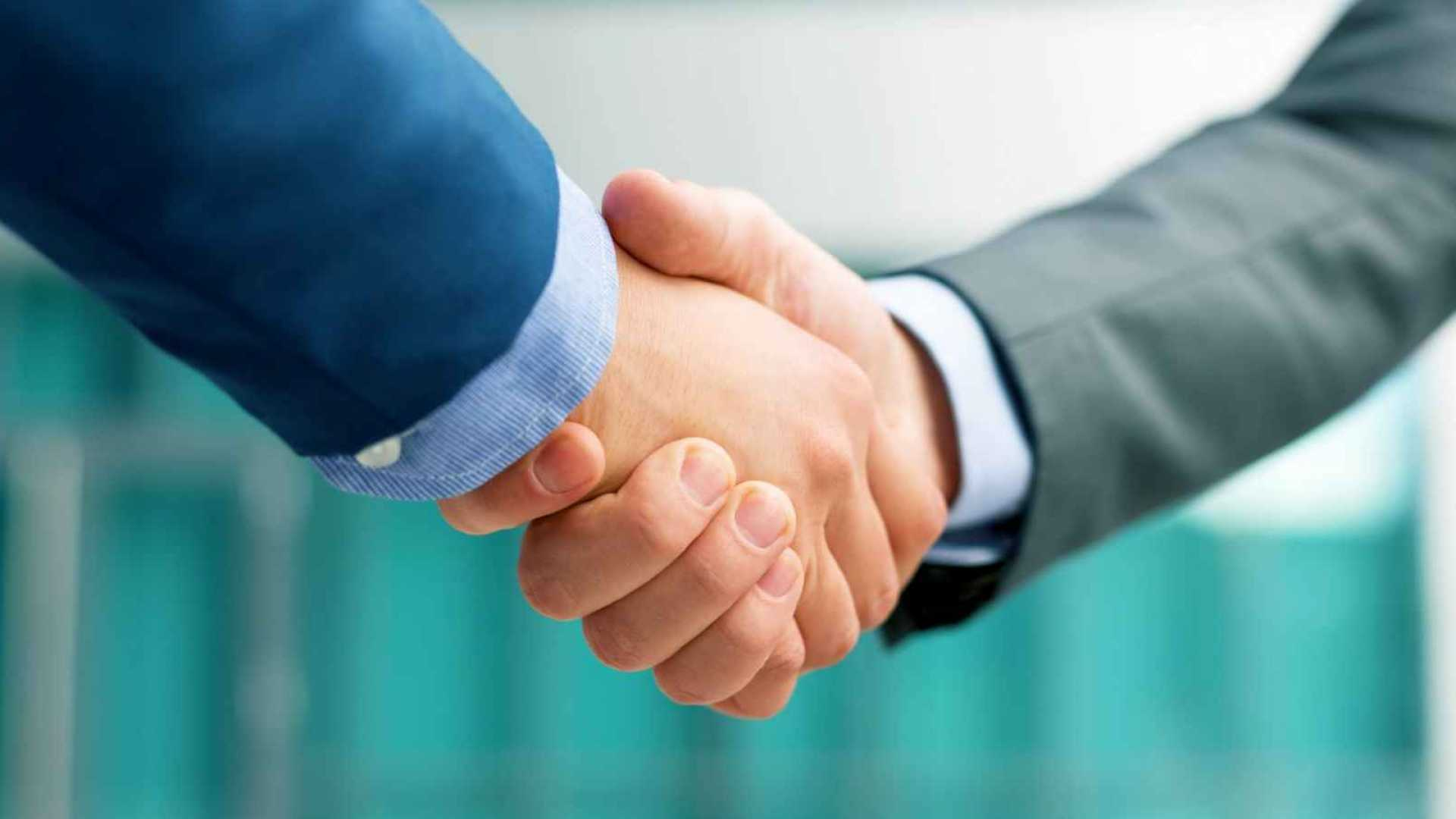 4 Powerful Phrases That Can Give You the Upper Hand in Any Tough Job Negotiation