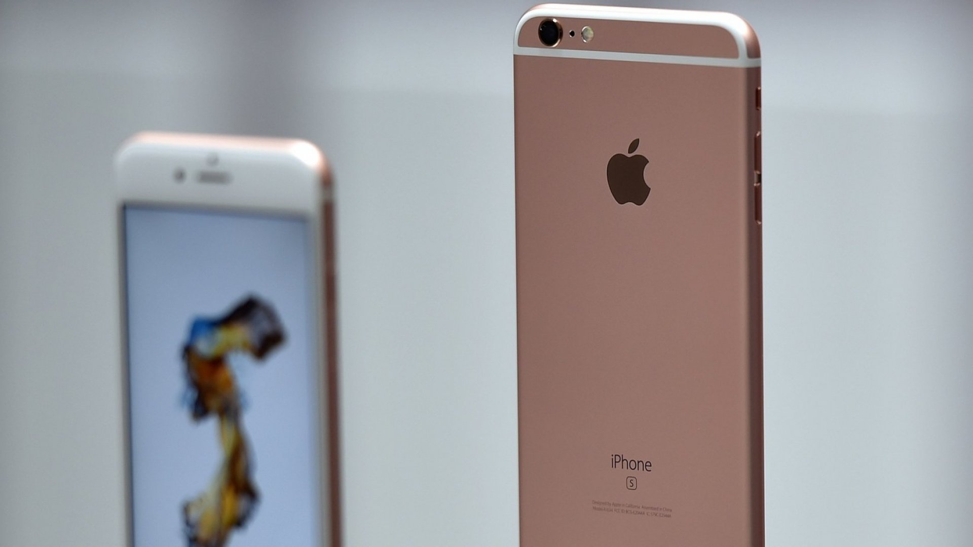 Amid iPhone Sales Worries, Apple Shares Continue to Fall