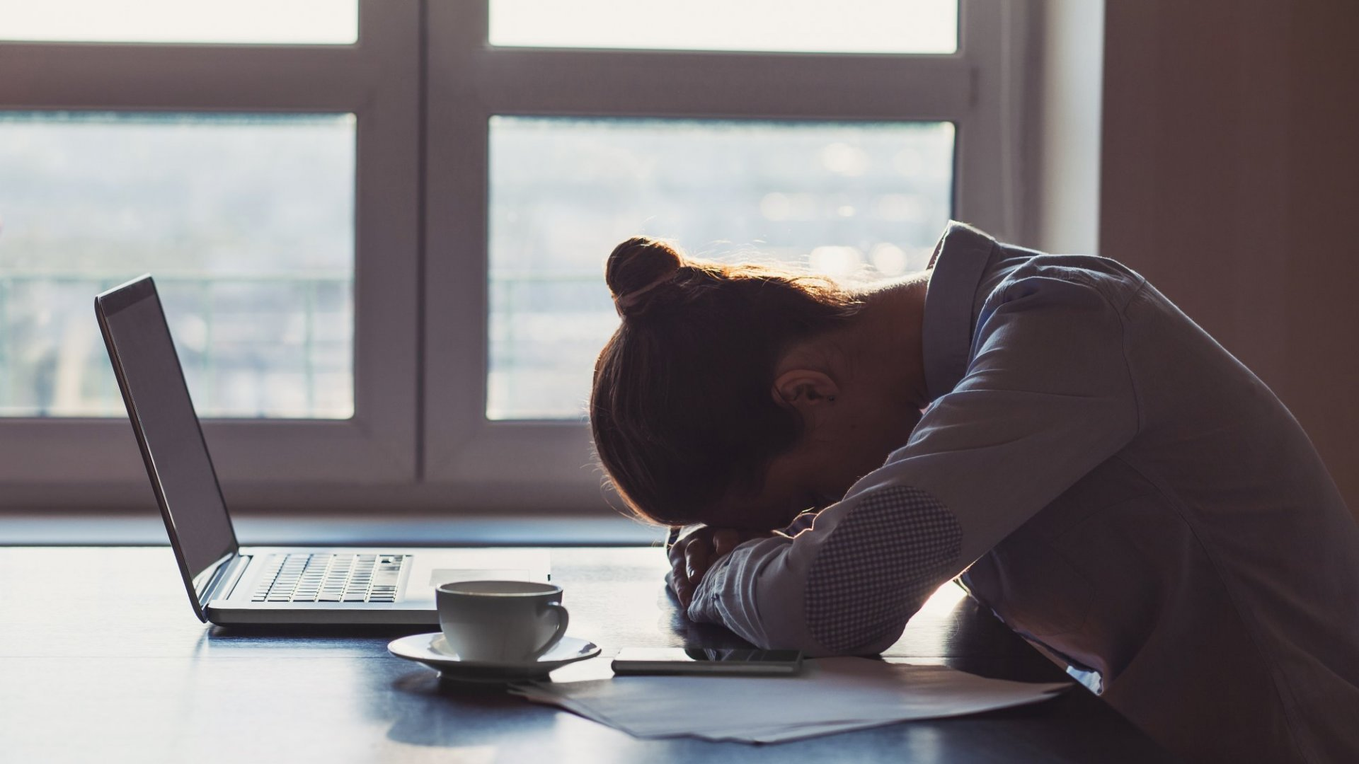 How to Overcome Loneliness at Work in One Easy Step (Hint: It's All About Your Phone)