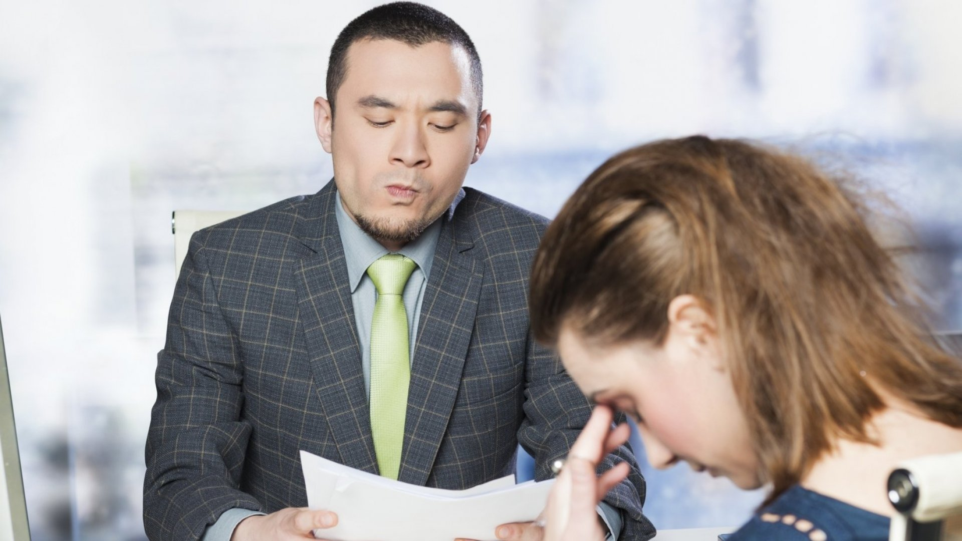 Is Your Boss a Narcissist? 7 Easy Steps to Survive Big Egos at Work