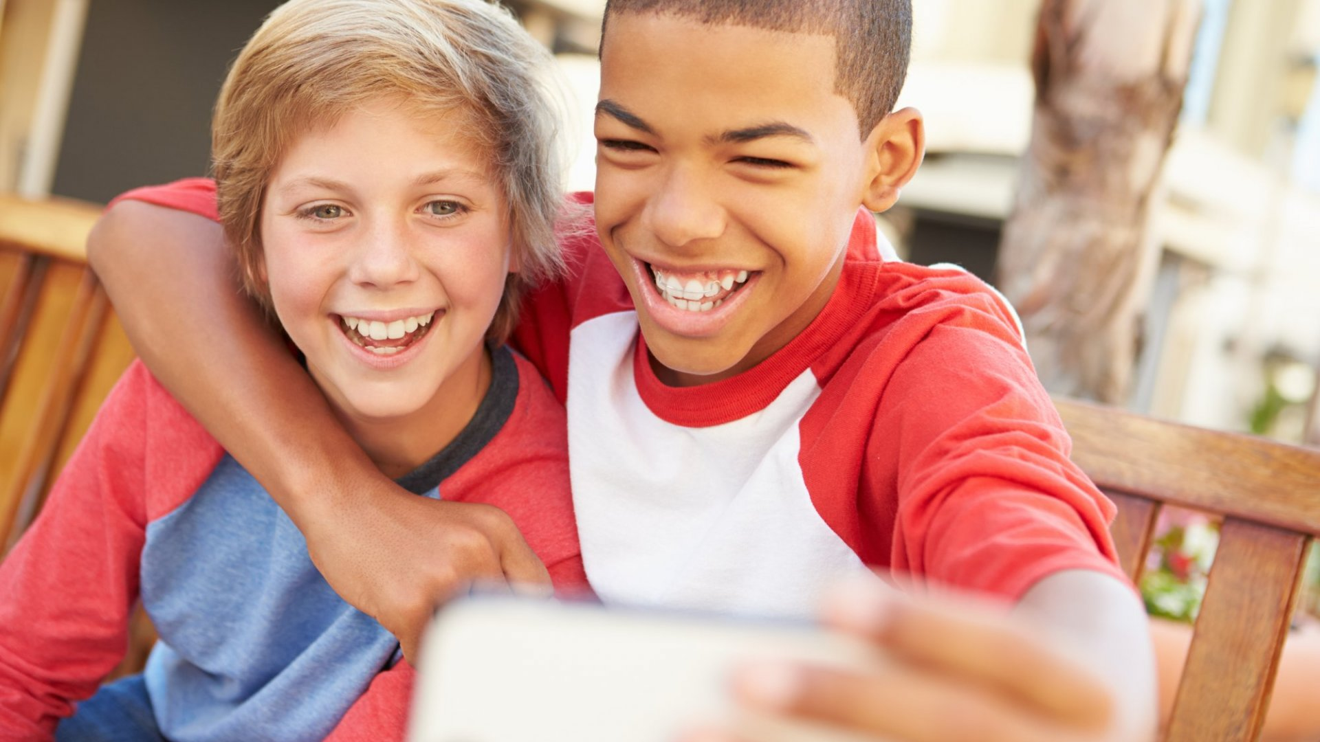 Want Your Kid to Grow up Happy and Healthy? Encourage This Type of Friendship, Science Says