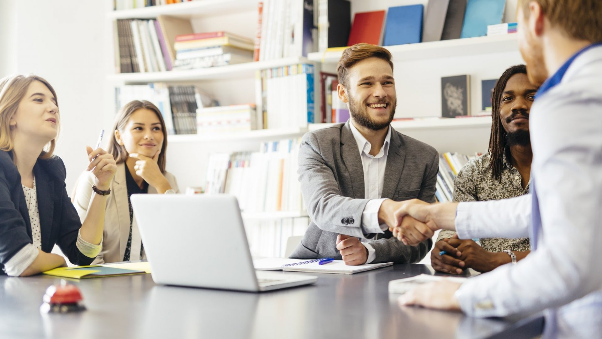 Leading the Meeting: 6 Tips to Commanding the Meeting Environment
