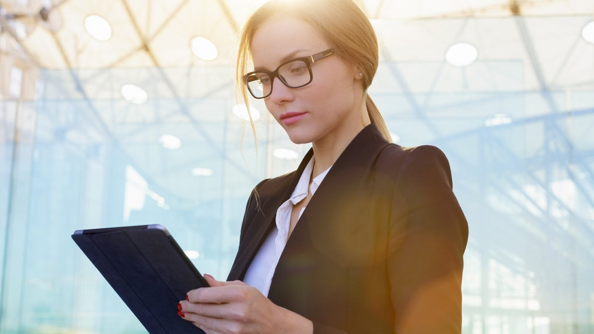 The Executive Reading List: LinkedIn Survey Reveals the 5 Most Popular Topics