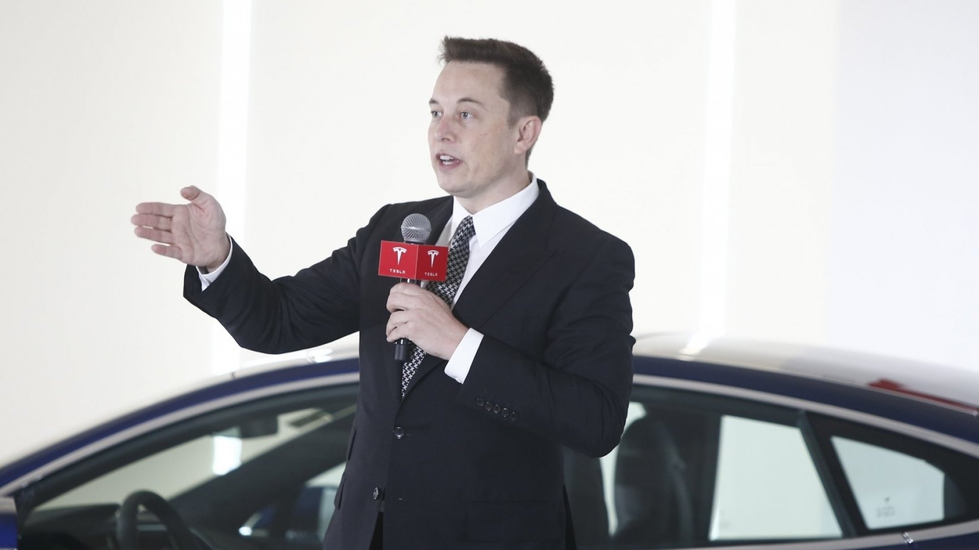 Elon Musk Removes Software Throttling From Florida Tesla Models to Help Drivers Escape Irma