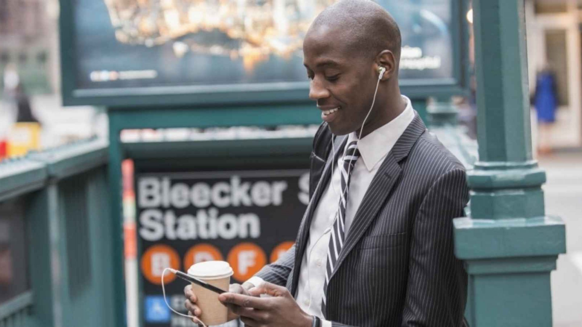 10 Podcasts Every Entrepreneur Must Listen to in 2016