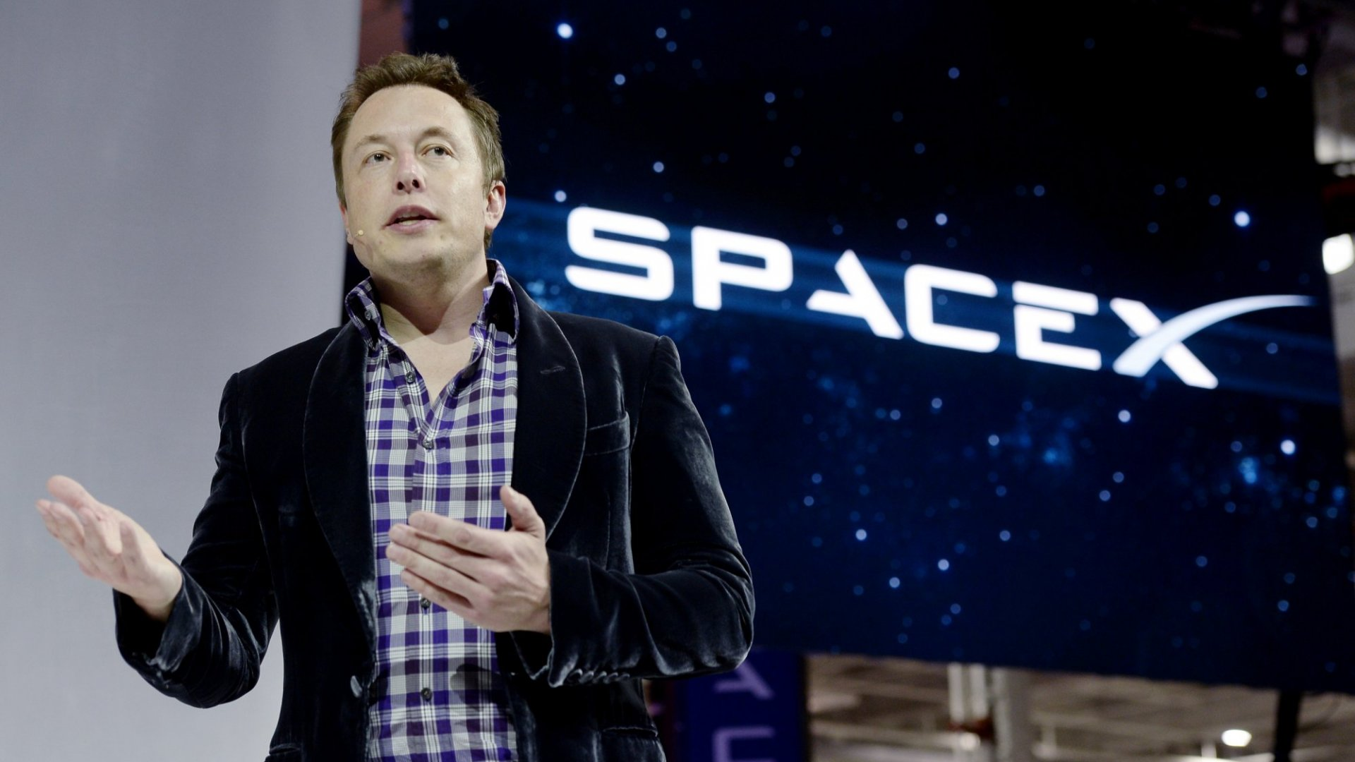 Elon Musk's Bold Plan to Bring Cheap, Fast Internet to Billions of People Launches This Week