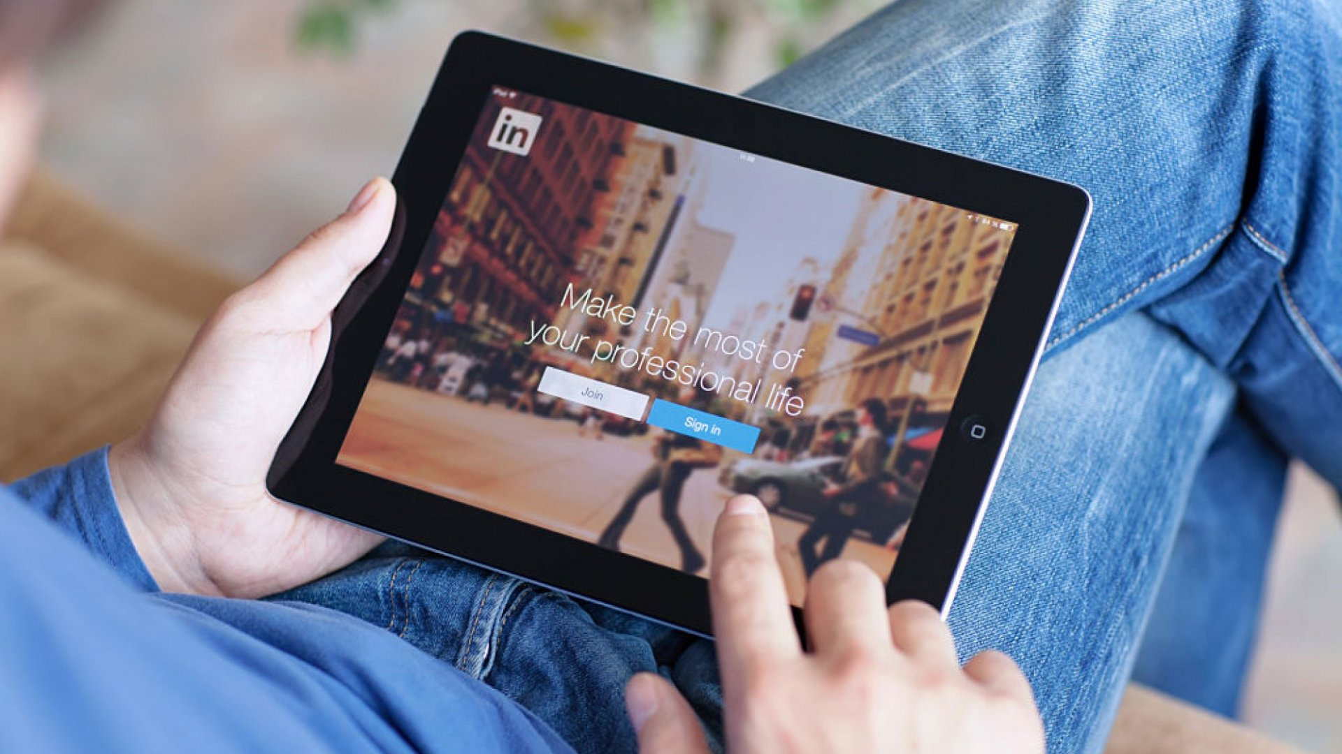 LinkedIn Rolls Out 2 New Features: 'Stories' and Video Meetings