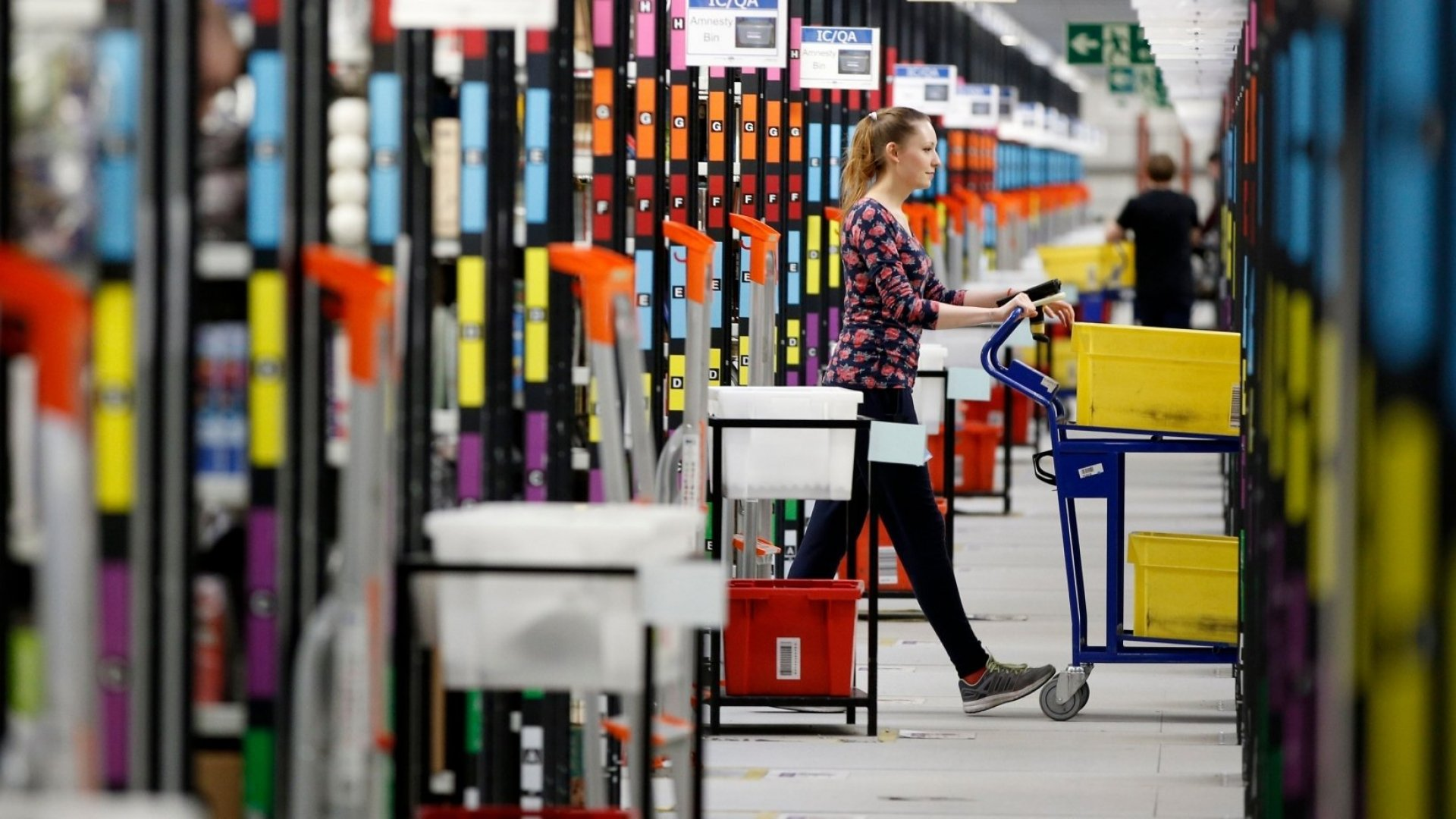 Why Amazon's New Higher Minimum Wage Will Deliver Competitors a Nightmare Before Christmas
