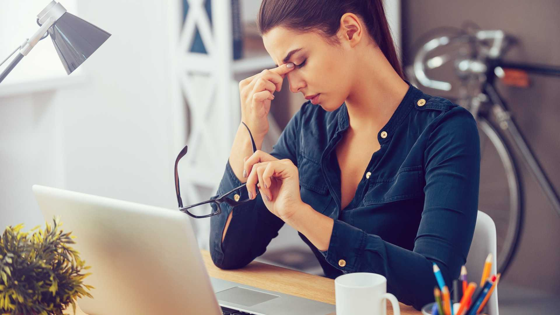 4 Unhealthy Habits That Are Draining Your Performance at Work