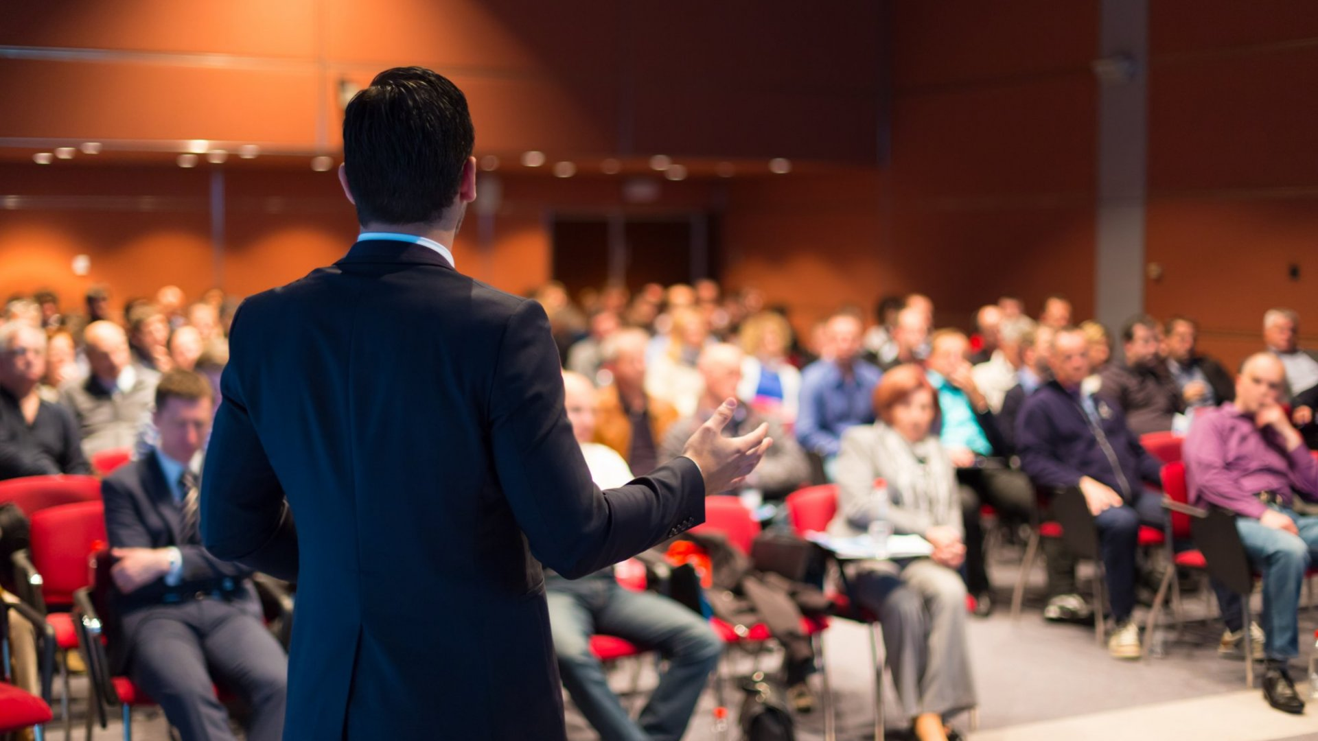 How to Give a Keynote Speech That Everyone Will Remember