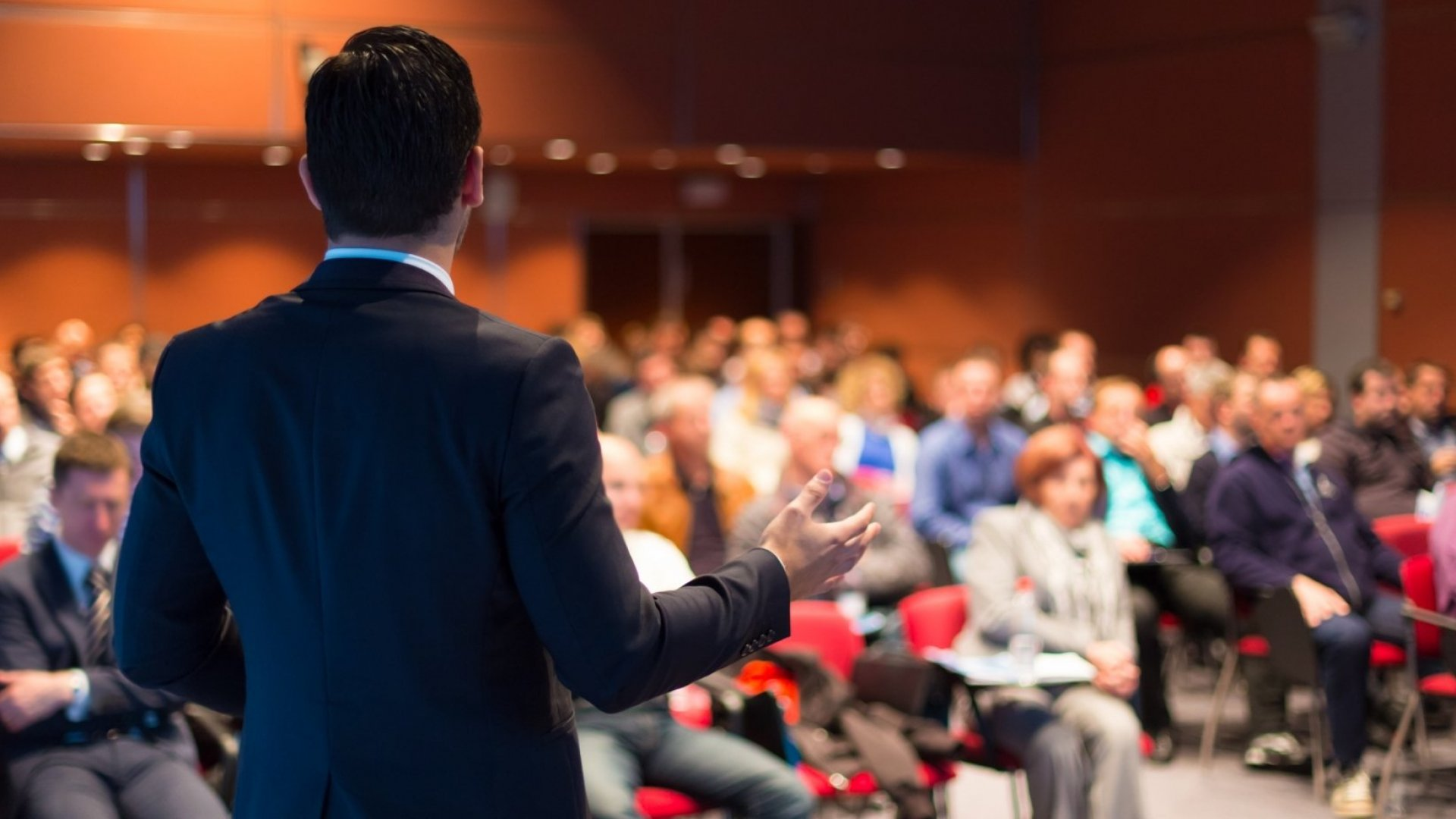 How Professional Speakers Convey Confidence on Stage  Inc.com