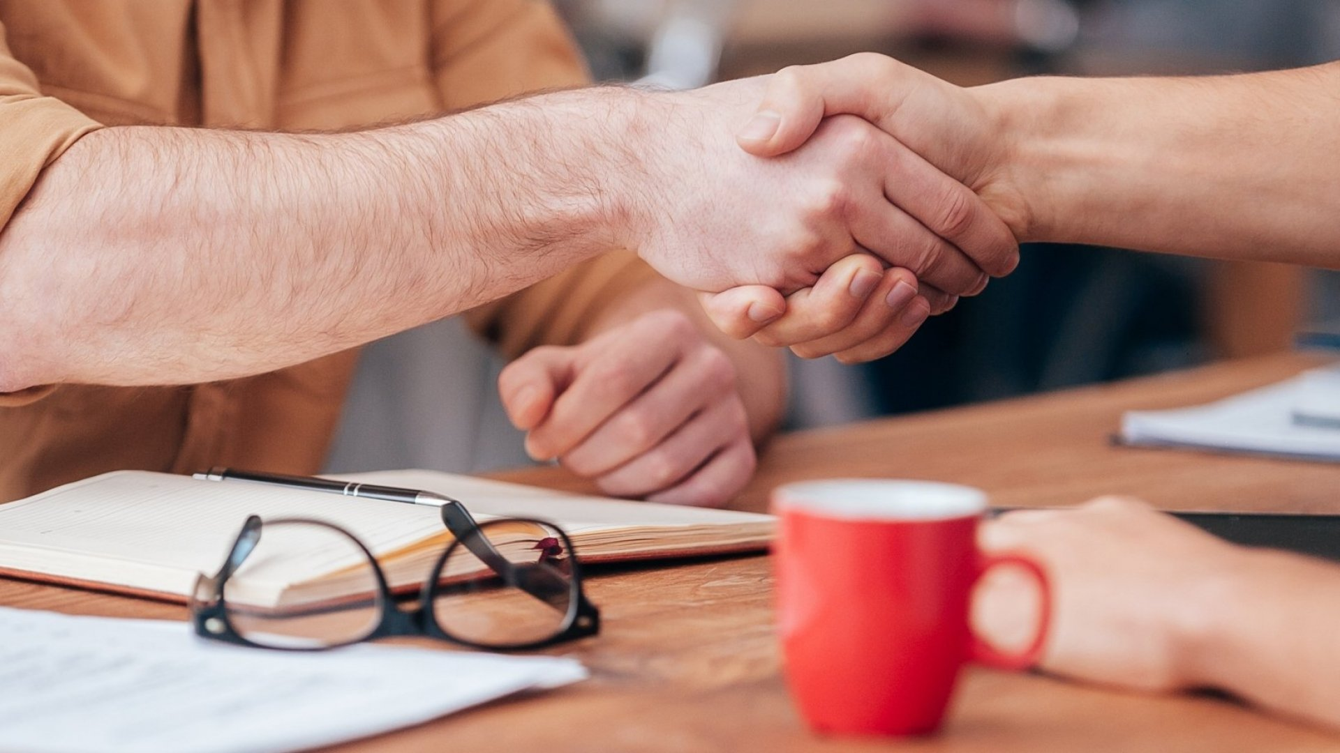 How To Make Anyone Like You Instantly and Close More Sales