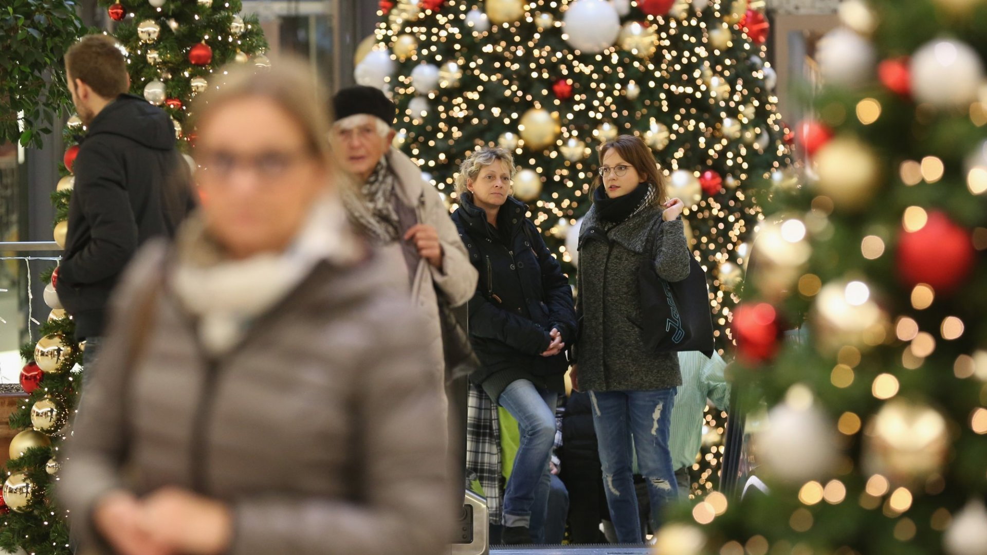 The Surprising Ways Millennials Tackle Holiday Shopping