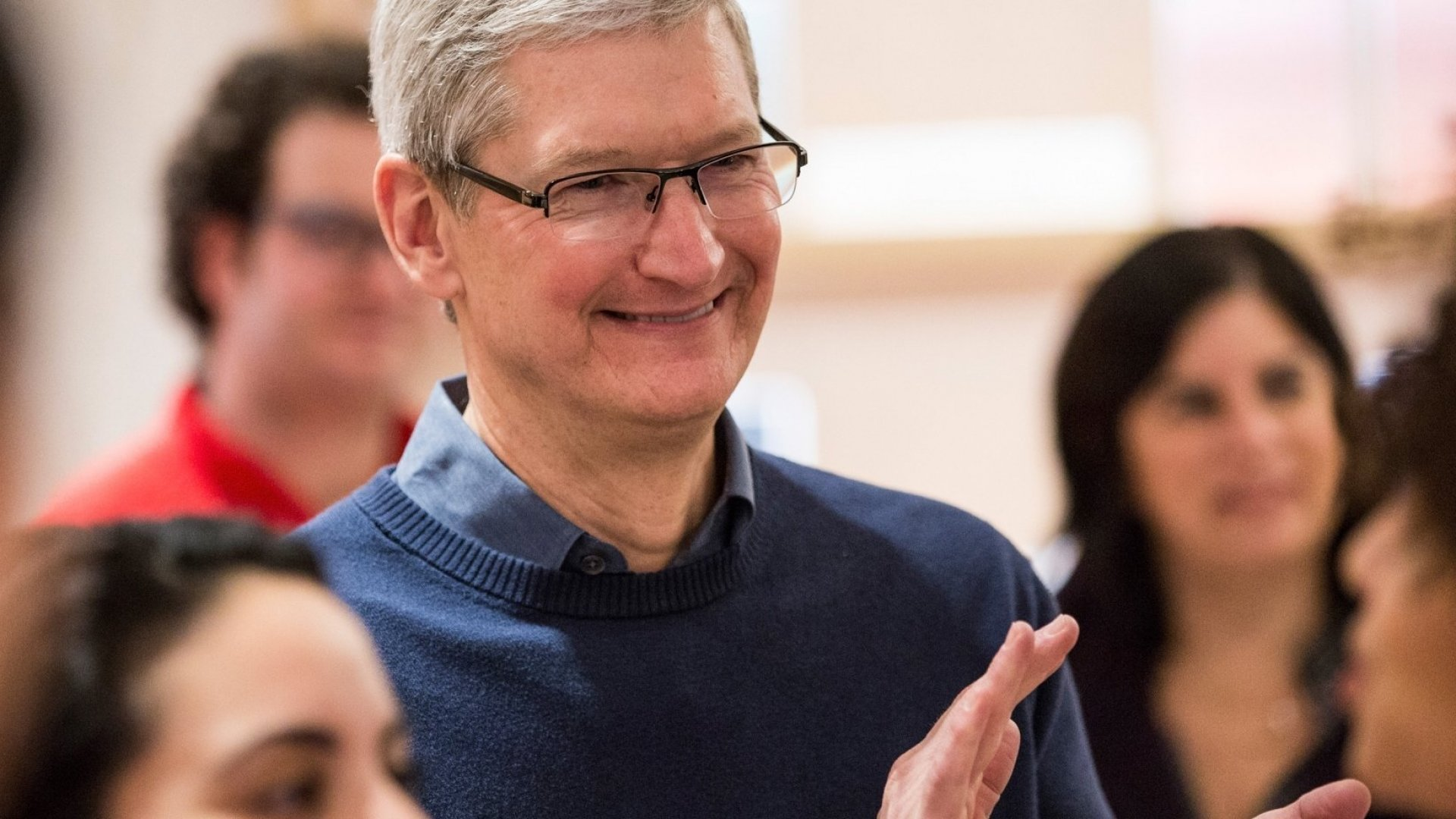 Apple's Revenue Drops as iPhone Sales Stall, But Its Cash Reserves Are Massive