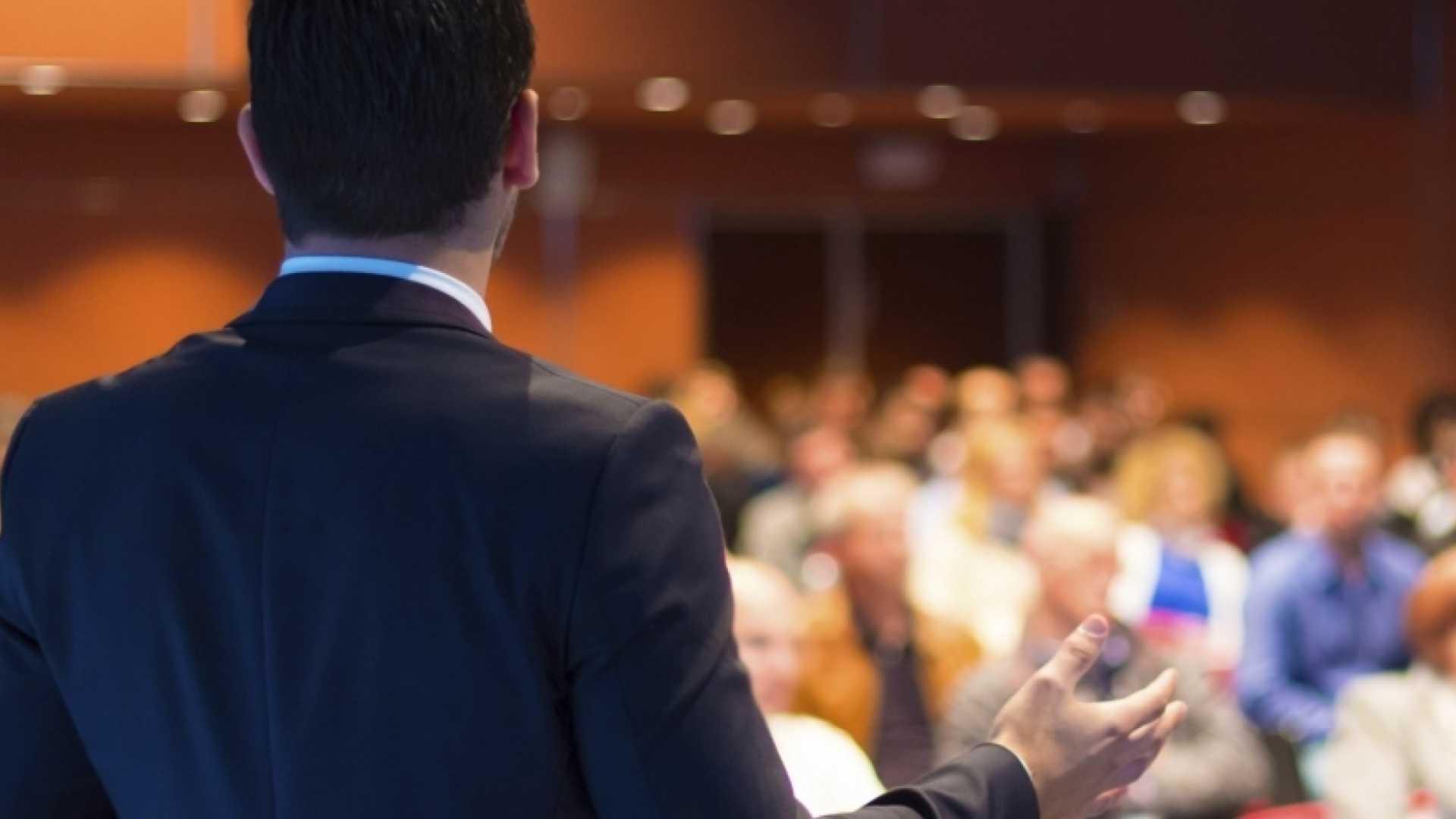 A Keynote Speaker's 13 Secrets For Mastering Professional Public Speaking