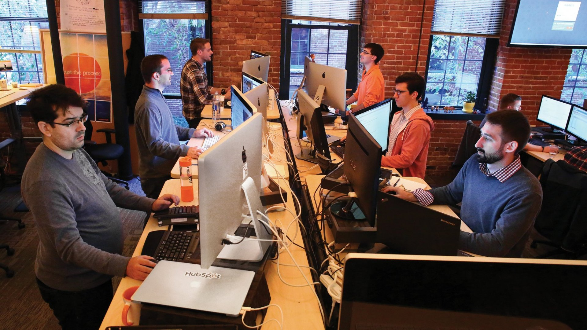 HubSpot is living a PR nightmare. Strange that the customers are now defending it.