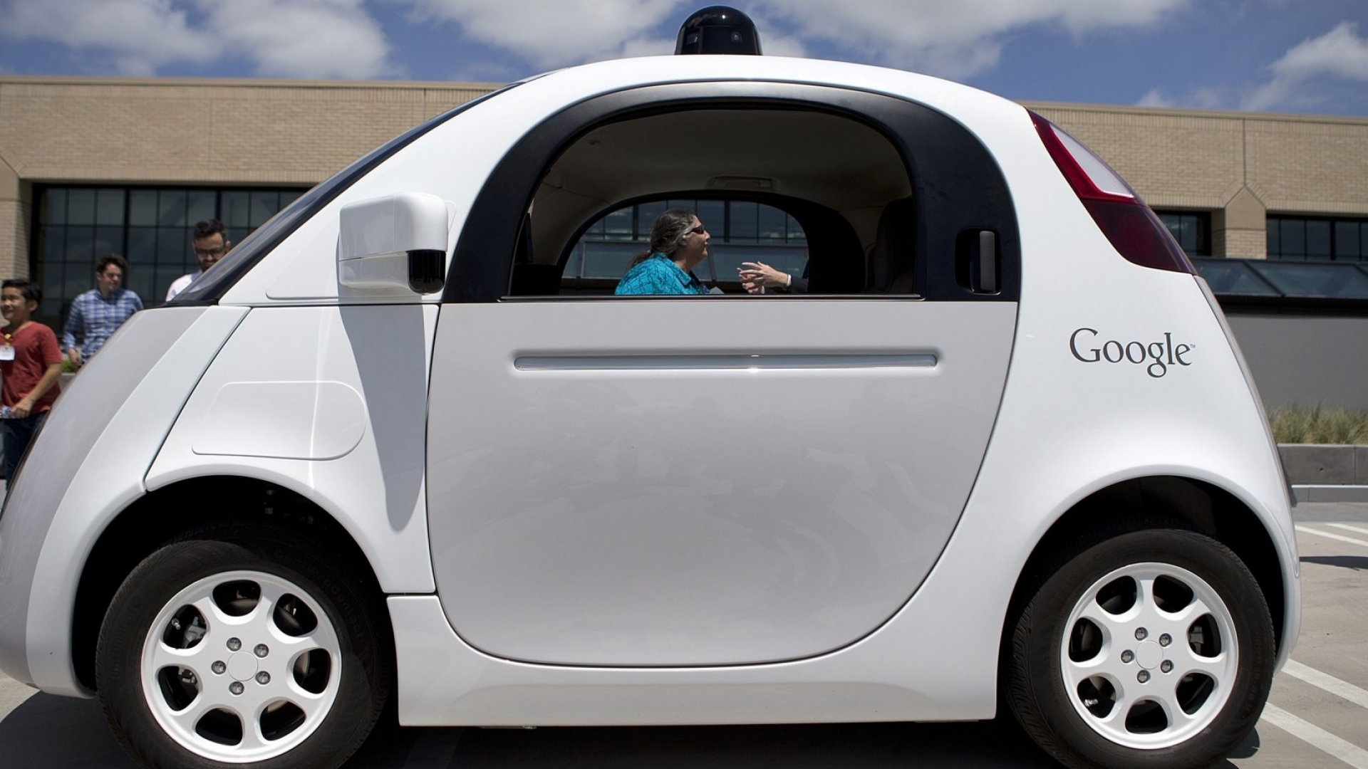 Google Abandons Plans for Driverless Car, Partners With Automakers