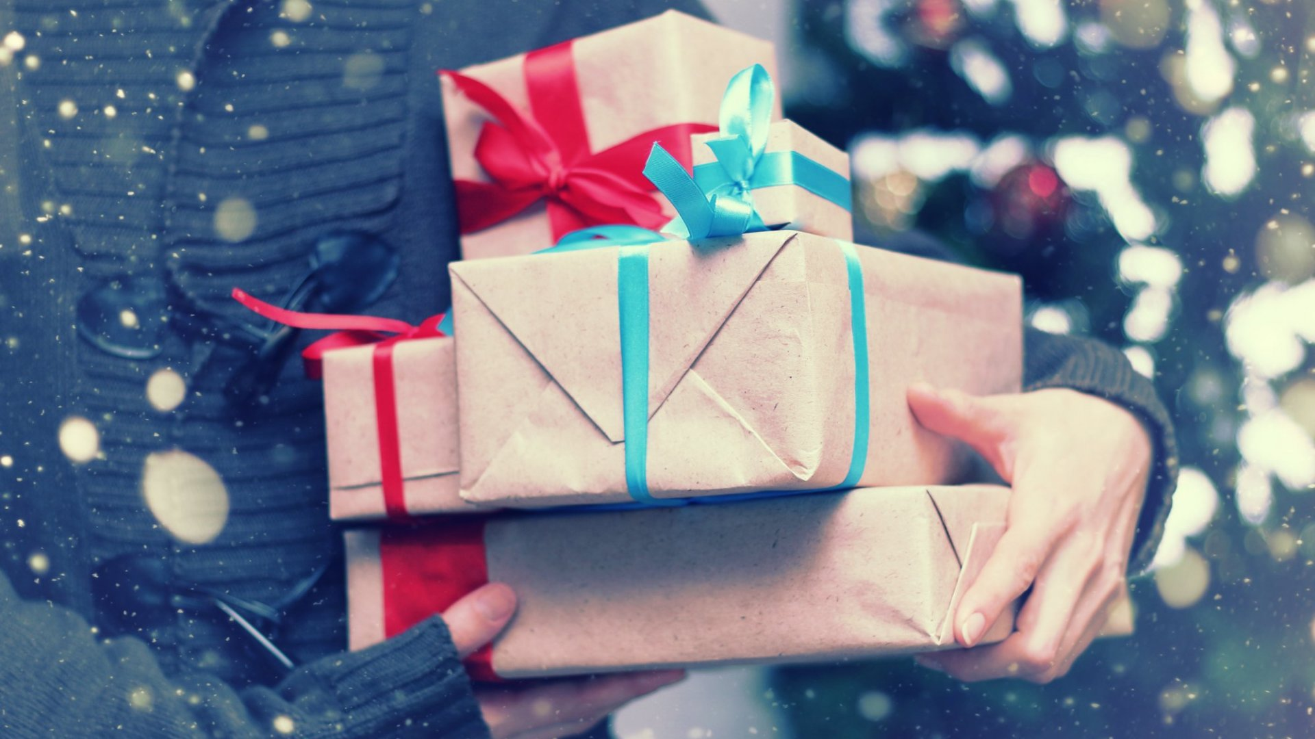 Make Your Employees Feel Valued With These 6 Festive Gifts