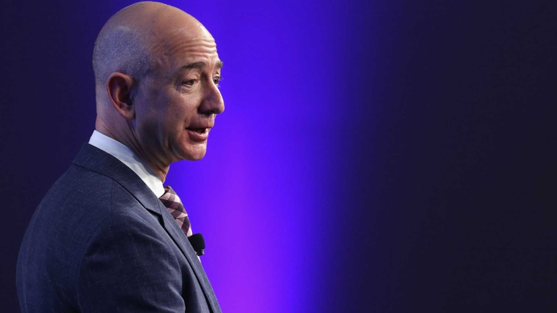 Patent Reveals Amazon Wants to Deliver Packages Via a Self-Driving Network