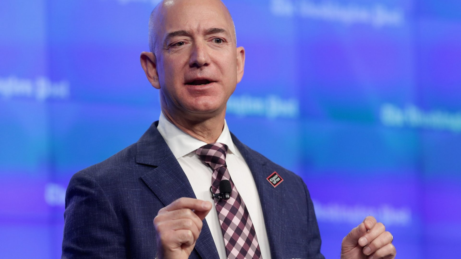 Jeff Bezos Just Explained How to Achieve Customer Loyalty in Only 1 Sentence