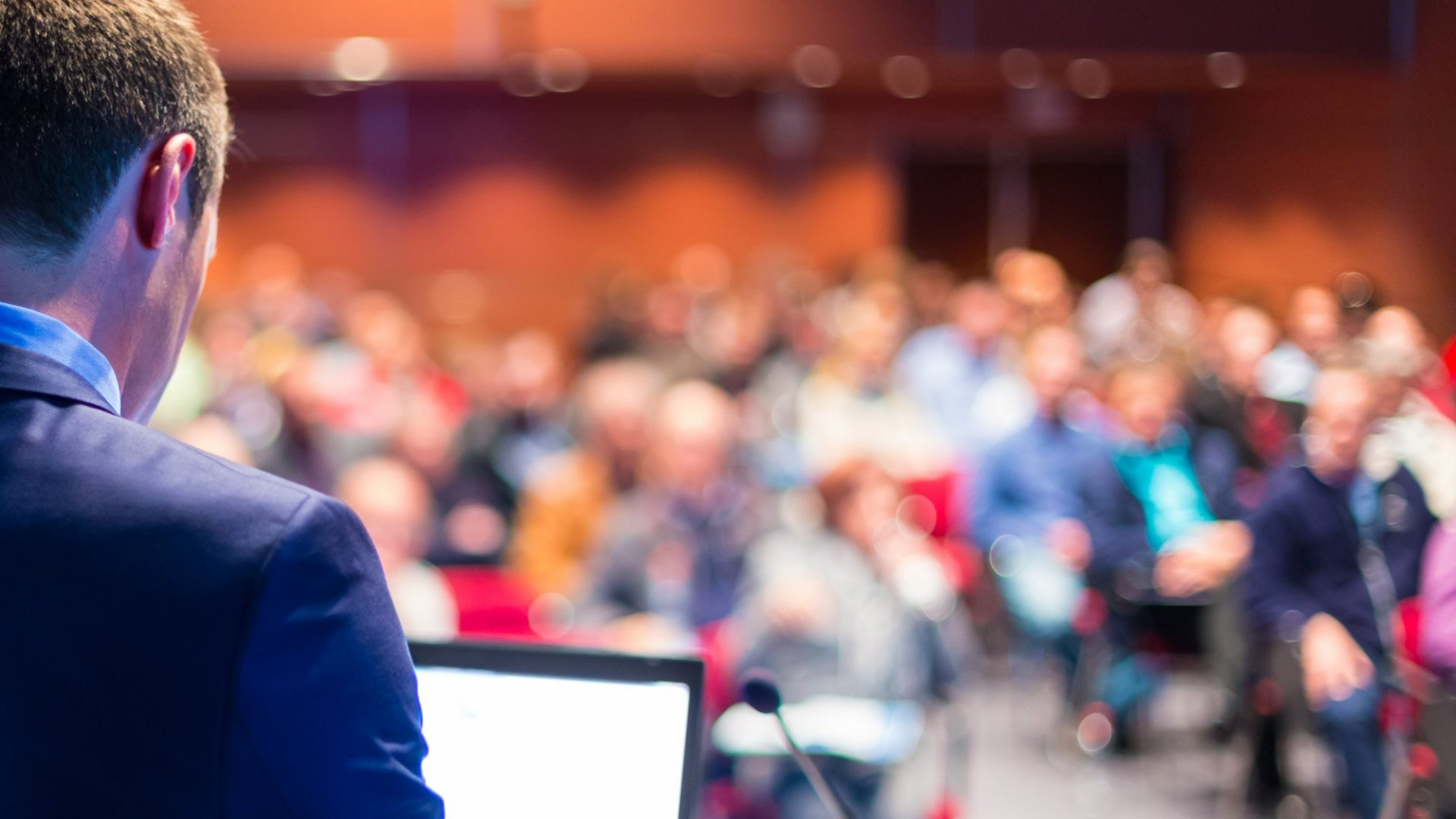 Do These 5 Things if You Want to Become a Public Speaker