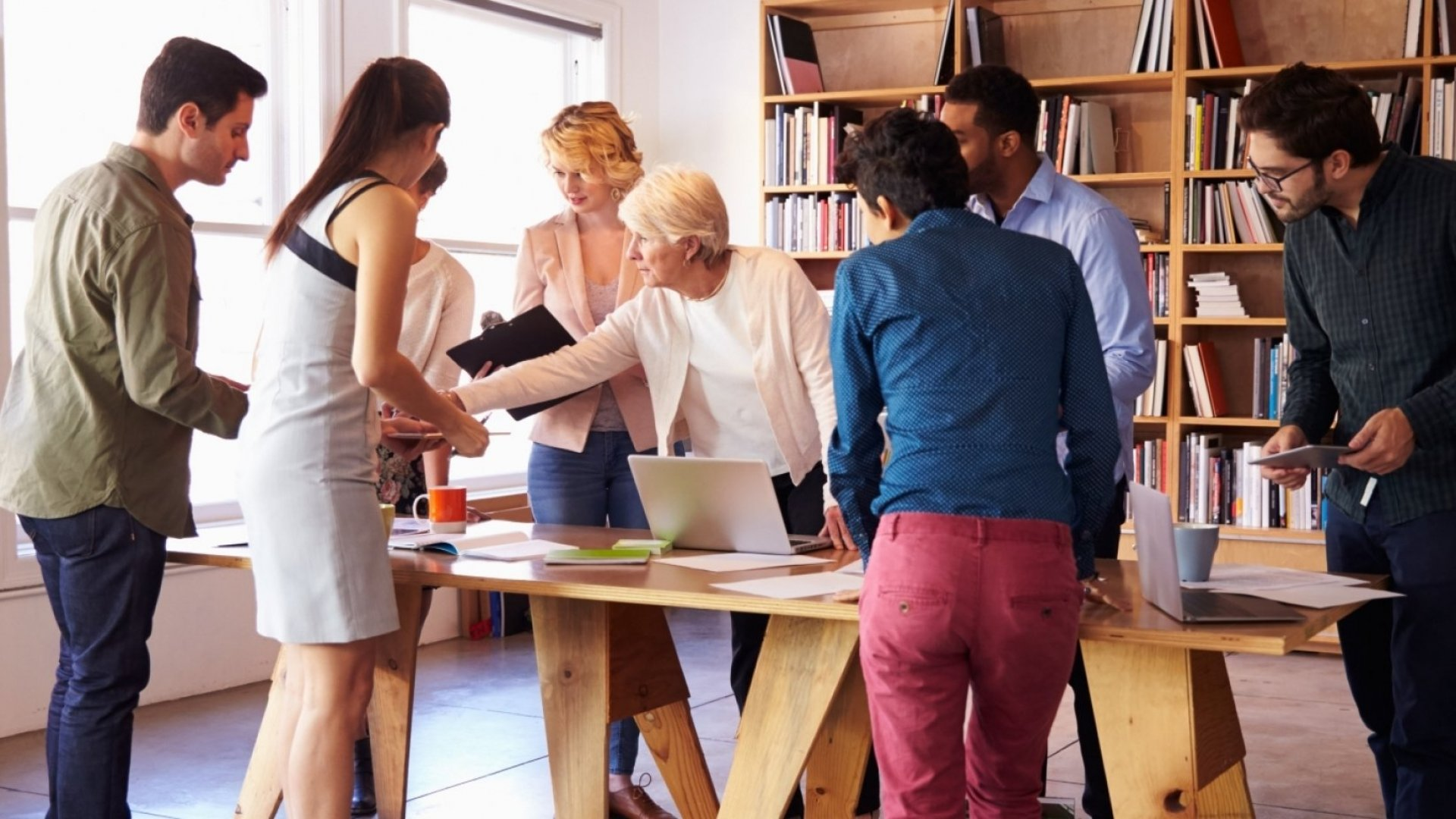 Struggling to End Your Daily Team Meeting on Time? Try These 5 Simple Strategies