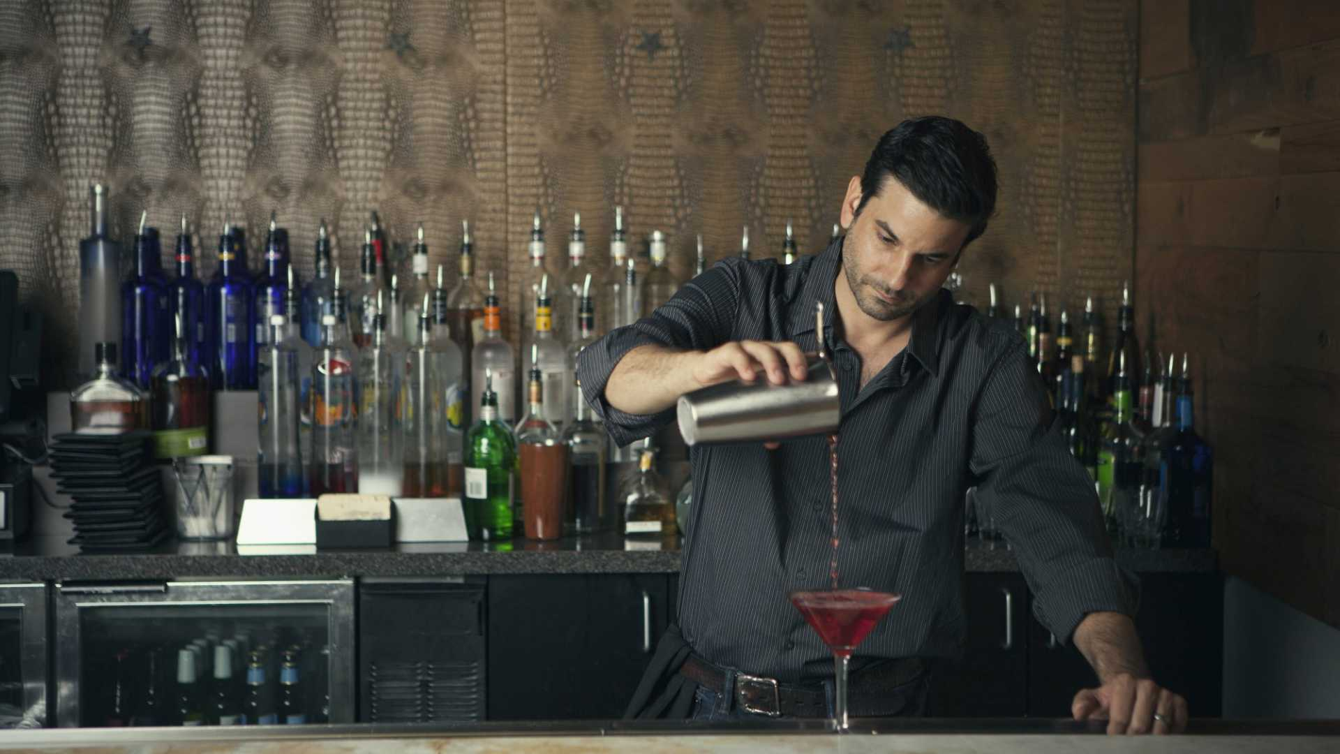 3 Marketing Lessons You Can Learn From a Bartender