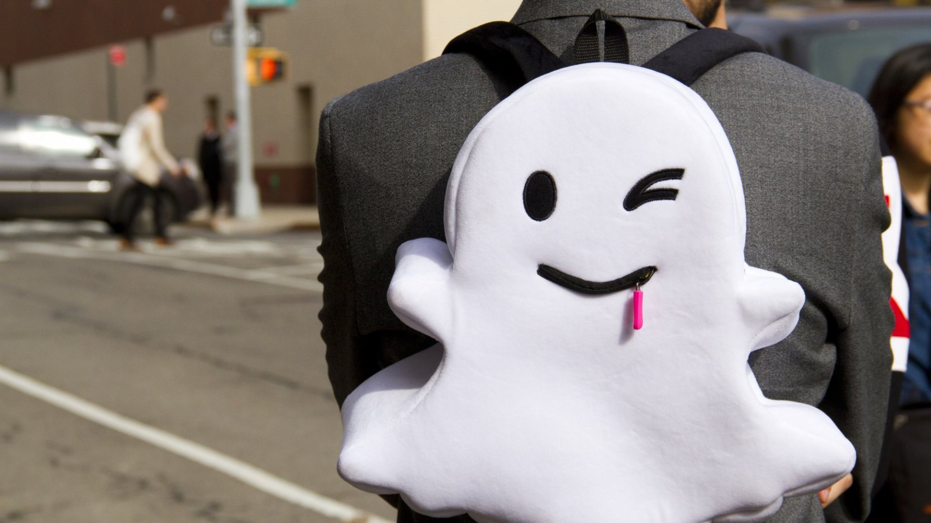 Snapchat Poised to Surpass Twitter Usage in 2016, Report Says