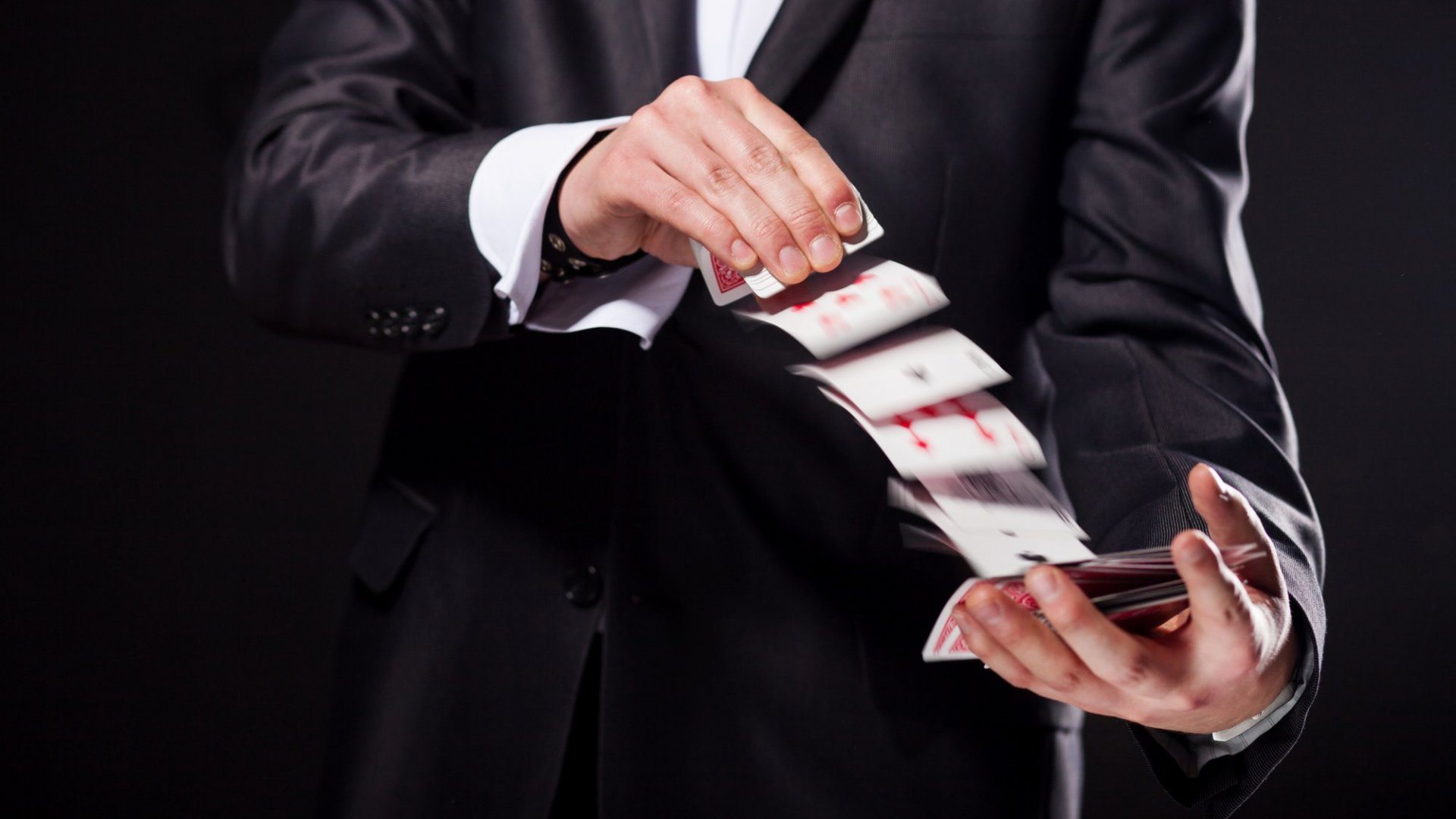 3 Useful Tricks Every Entrepreneur Should Steal From Magicians